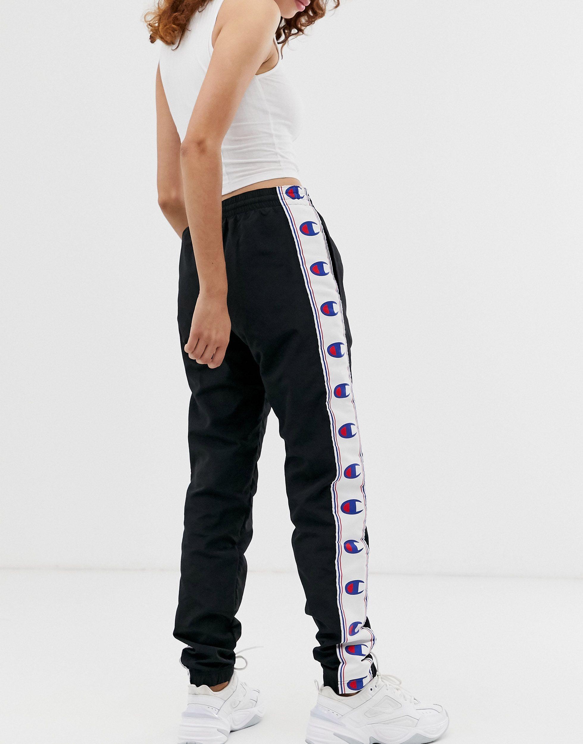 Reverse weave - Joggers décontracté avec bande logo Champion en coloris Noir