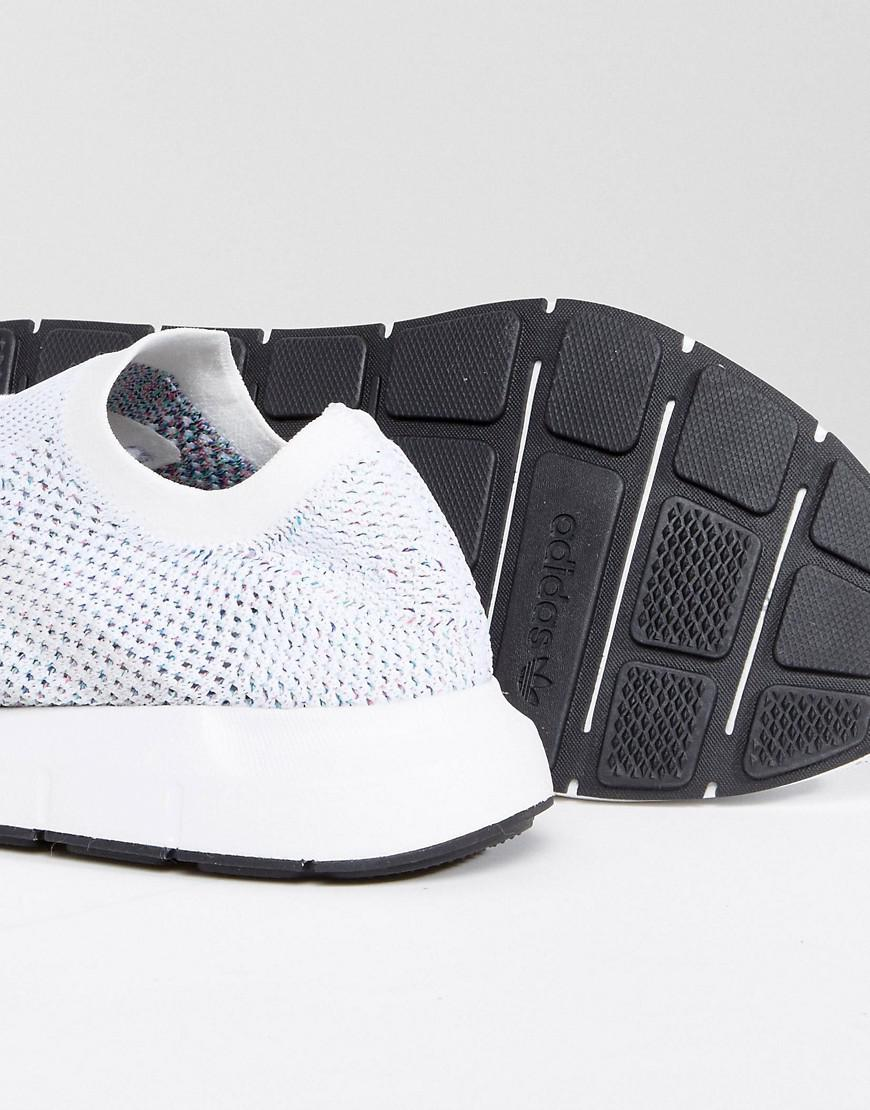 lyst adidas originali swift run primeknit formatori in bianco cg4126