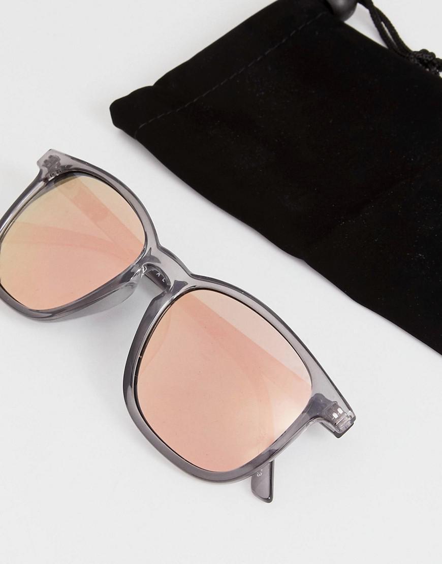 Quay The Oxford Round Sunglasses In Grey in Grey
