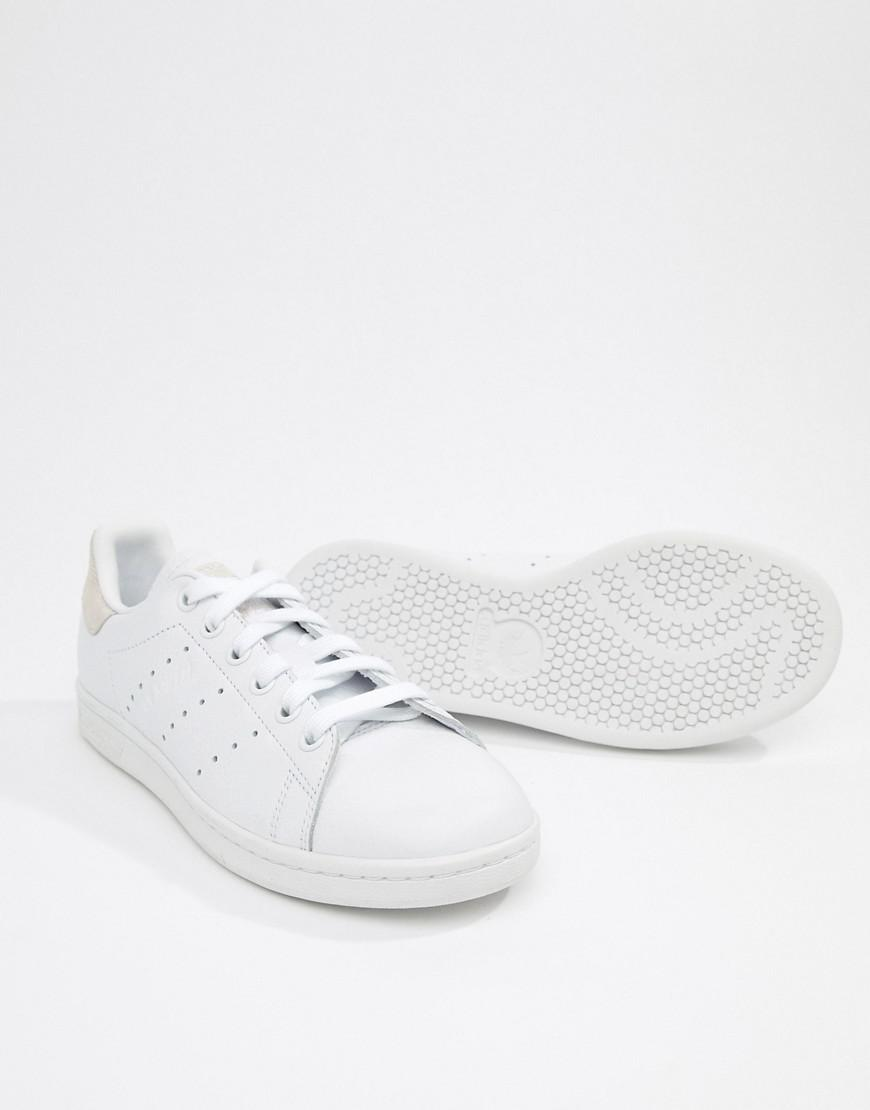 purchase cheap 2414d 213ce adidas Originals Stan Smith Trainers In White And Pink in White - Lyst
