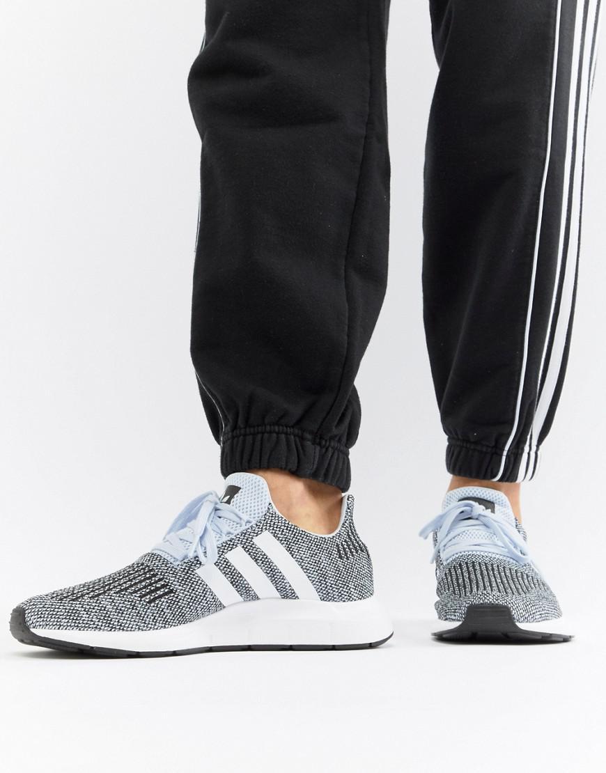 adidas originali swift run formatori in grigio cq2122 in blu per gli uomini.