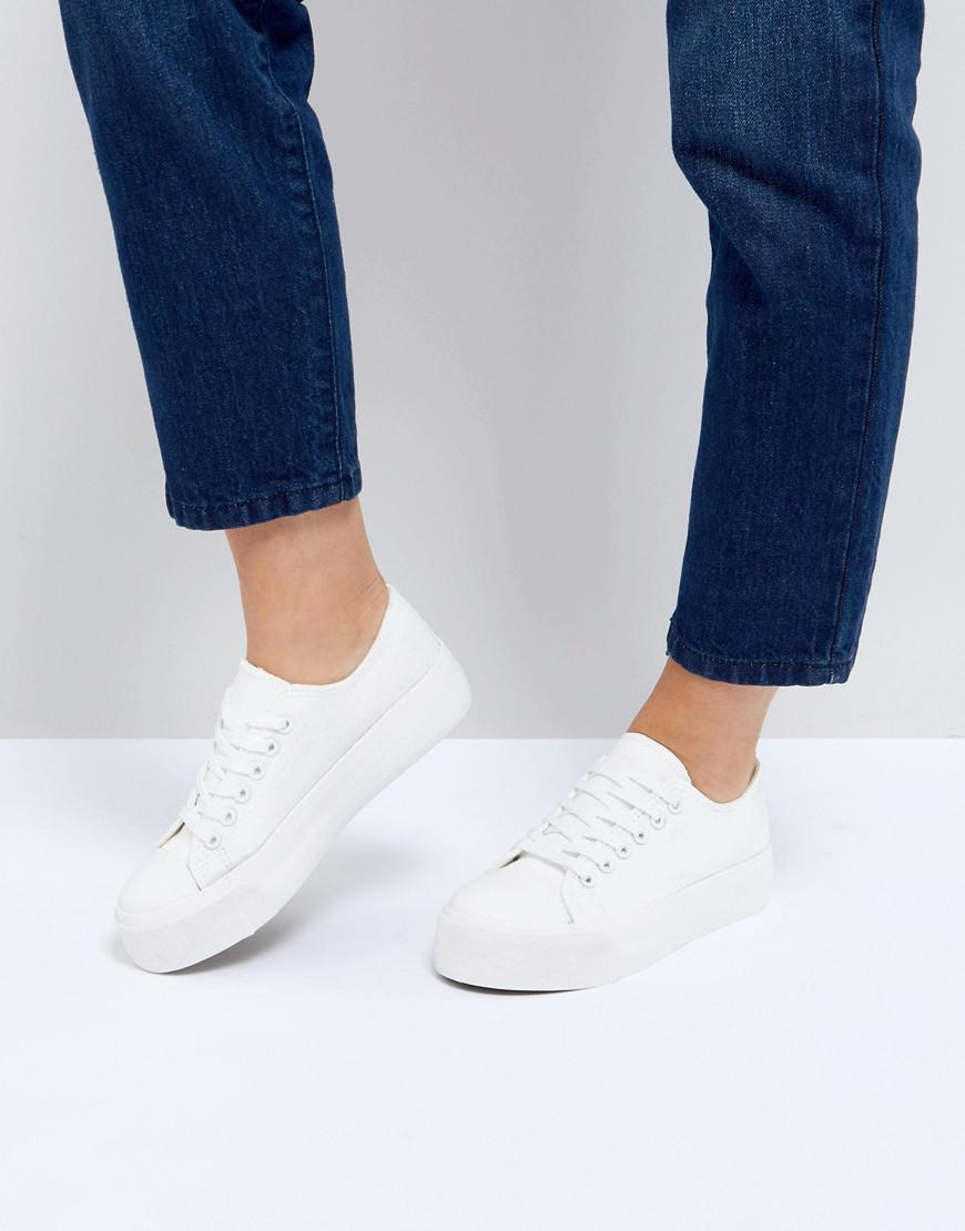 Look Flatform Lace Up Sneaker in White