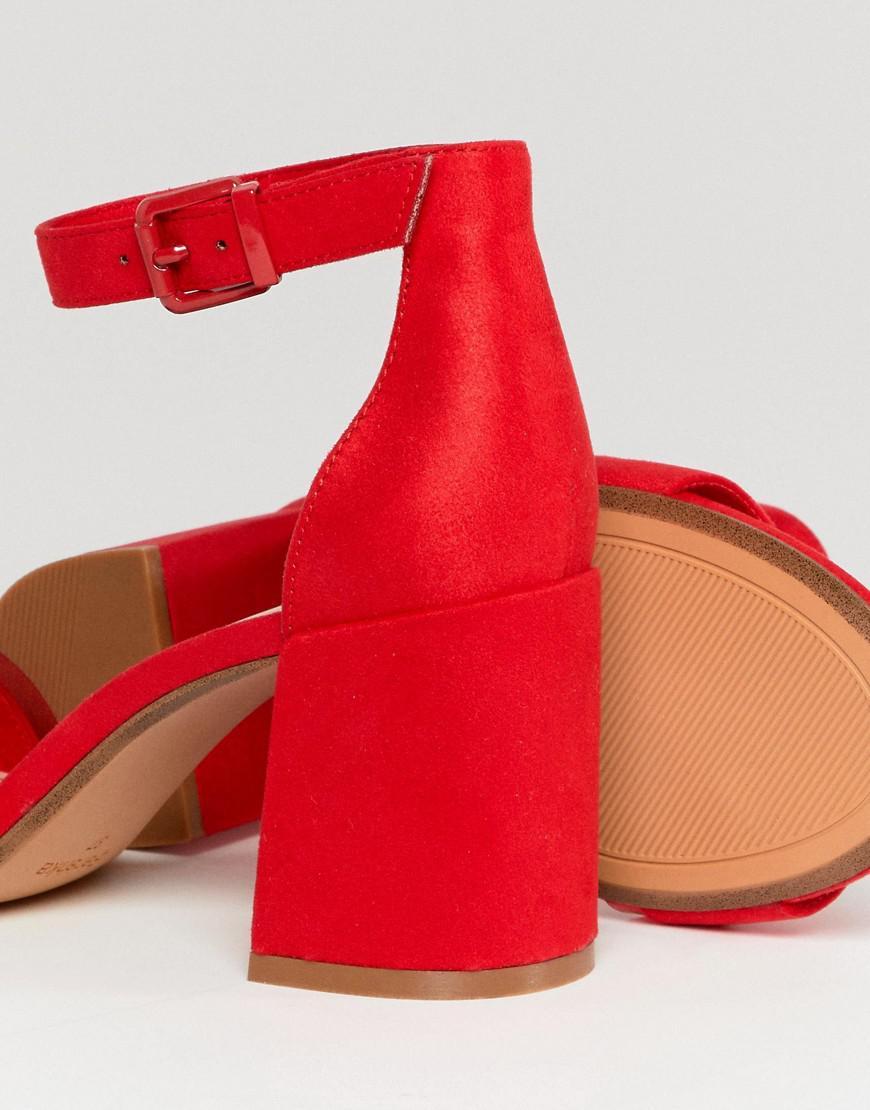 En liquidation nouveau style de en présentant Sandales en deux parties avec talon bloc Bershka en coloris Red