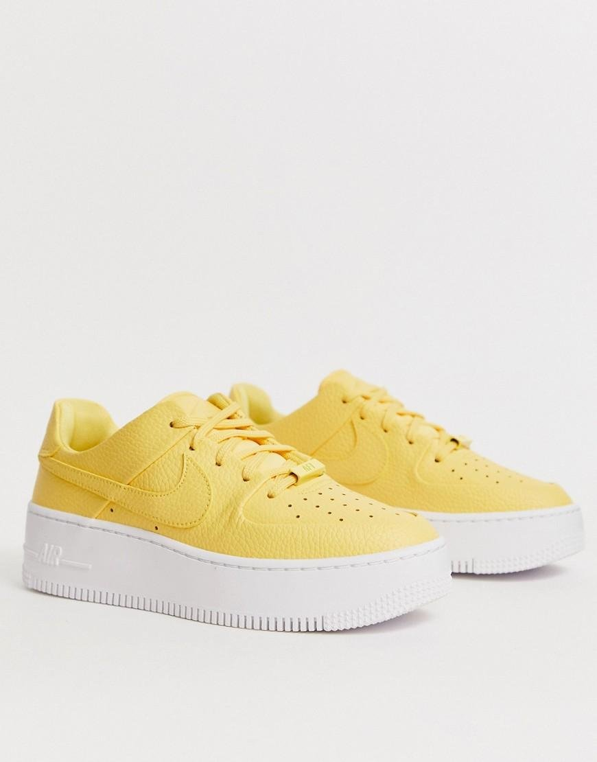 Nike Rubber Air Force 1 Sage Low Trainers In Yellow Lyst