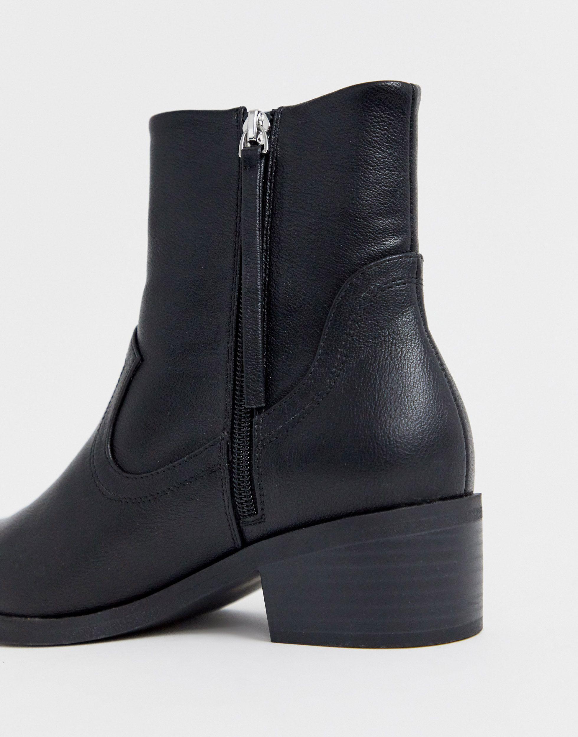 Botines estilo western con puntera Awake ASOS de color Negro