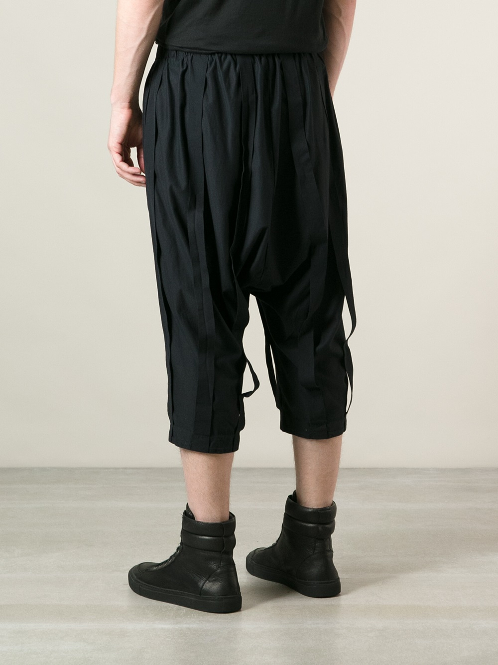 Individual sentiments Loose Fit Long Shorts in Black for ...