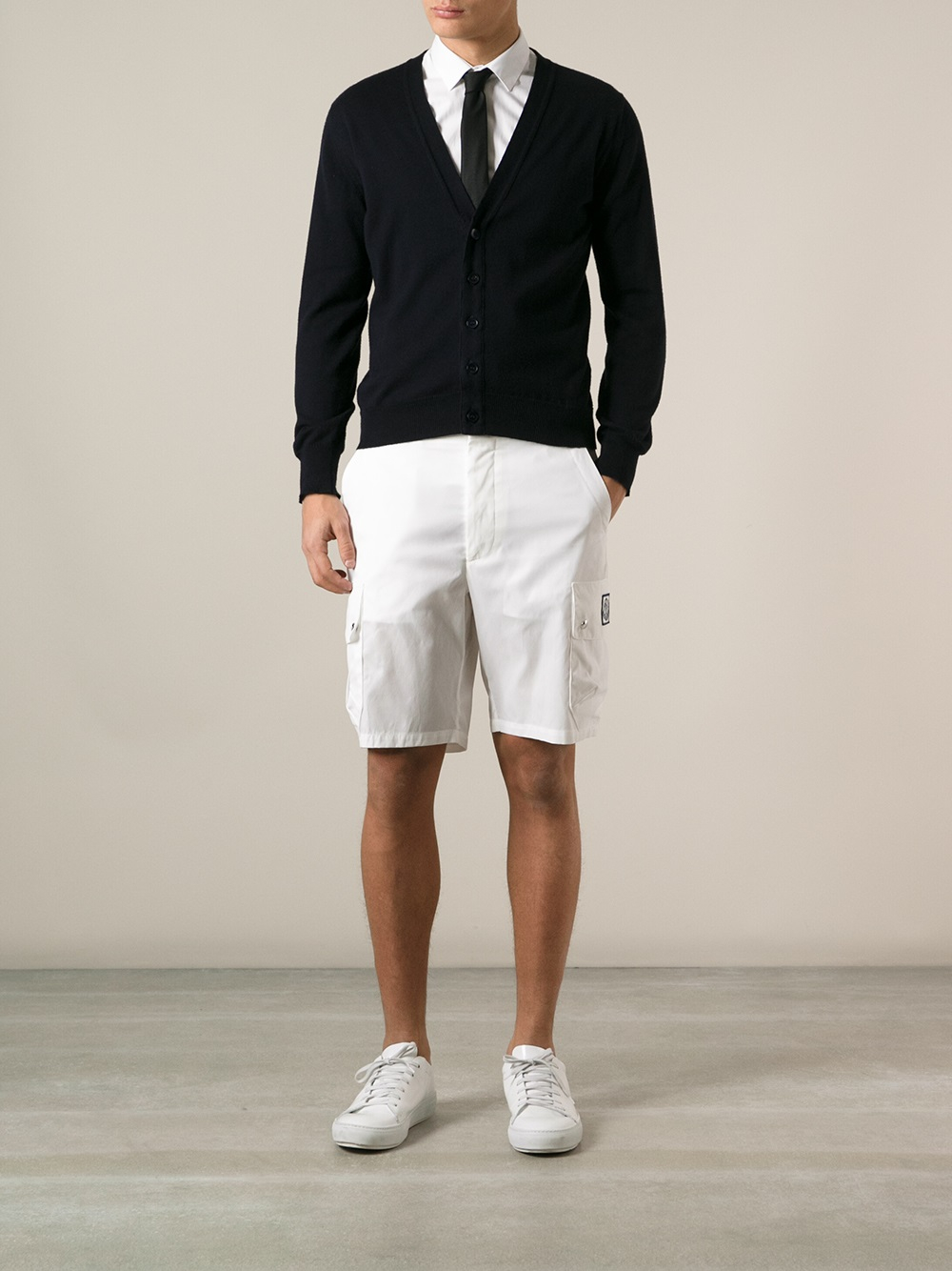 Men's shorts have different functions depending on their style. Elegant bermudas can break away from excessive formality and are perfect for warmer days. Cotton pieces with adjustable waists provide extra comfort and an added sporty touch.