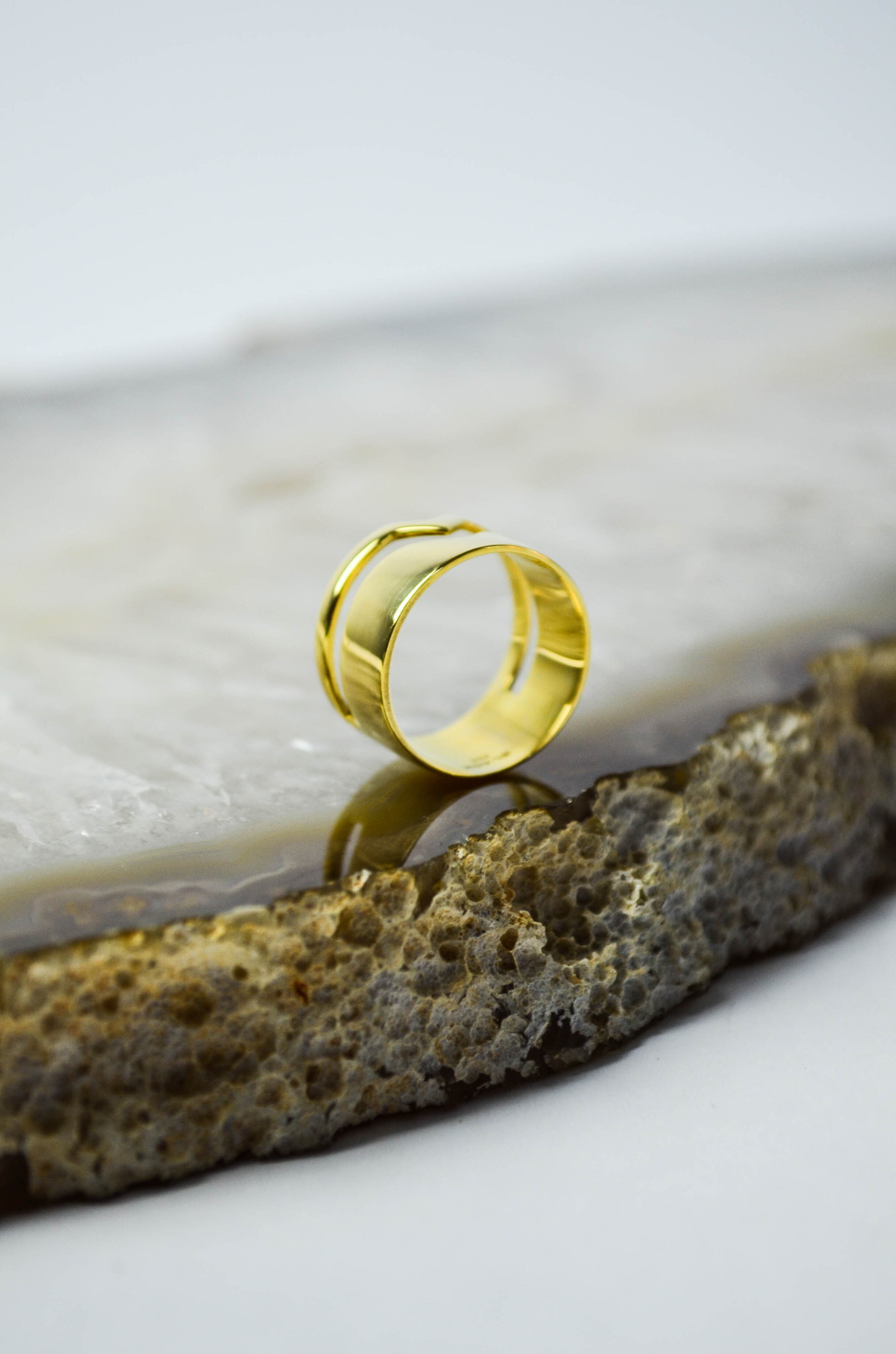 Rolling Ring  Gold  Black On Hand