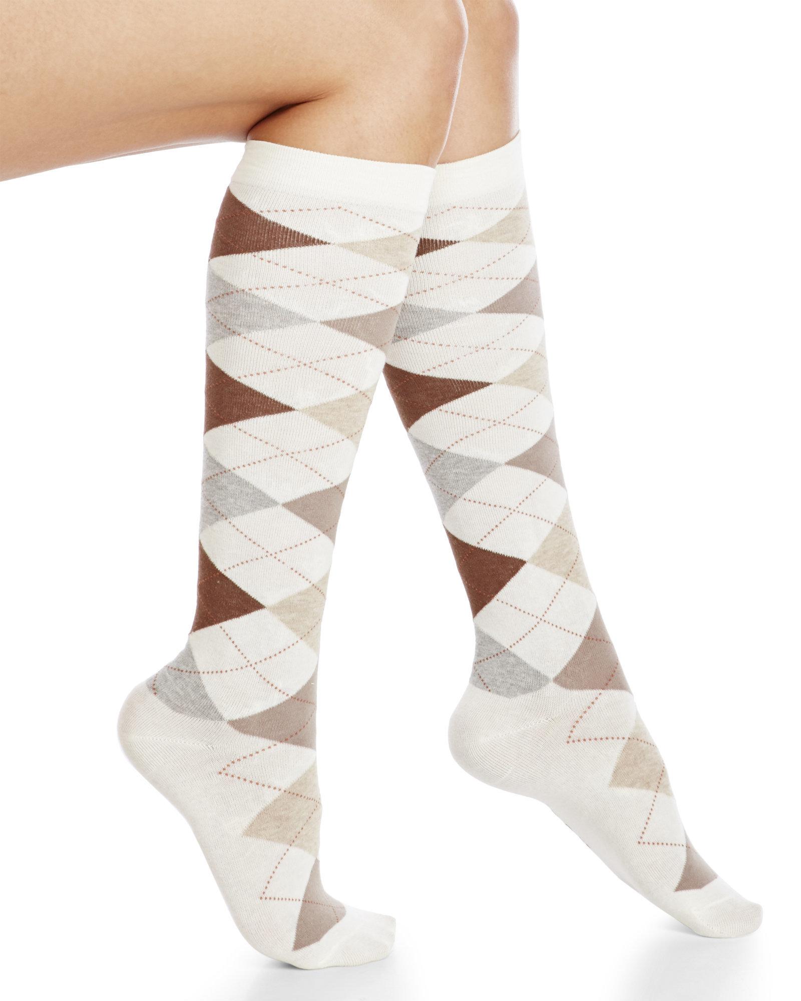 b35c35863637a Hue Argyle Knee High Socks in White - Lyst