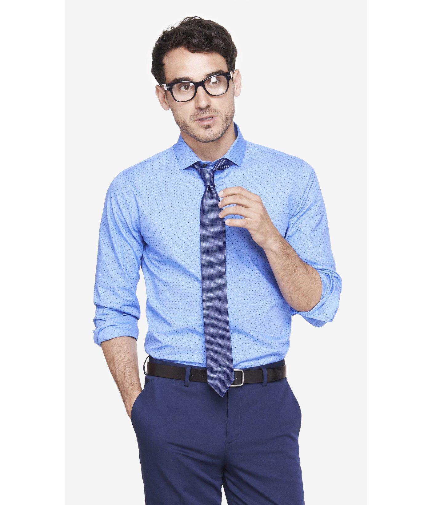 Kirkland Signature Men's Button Down Dress Shirt, Blue Traditional FitButton Down CollarWrinkle-FreeNon-IronAverage Sleeve Length.