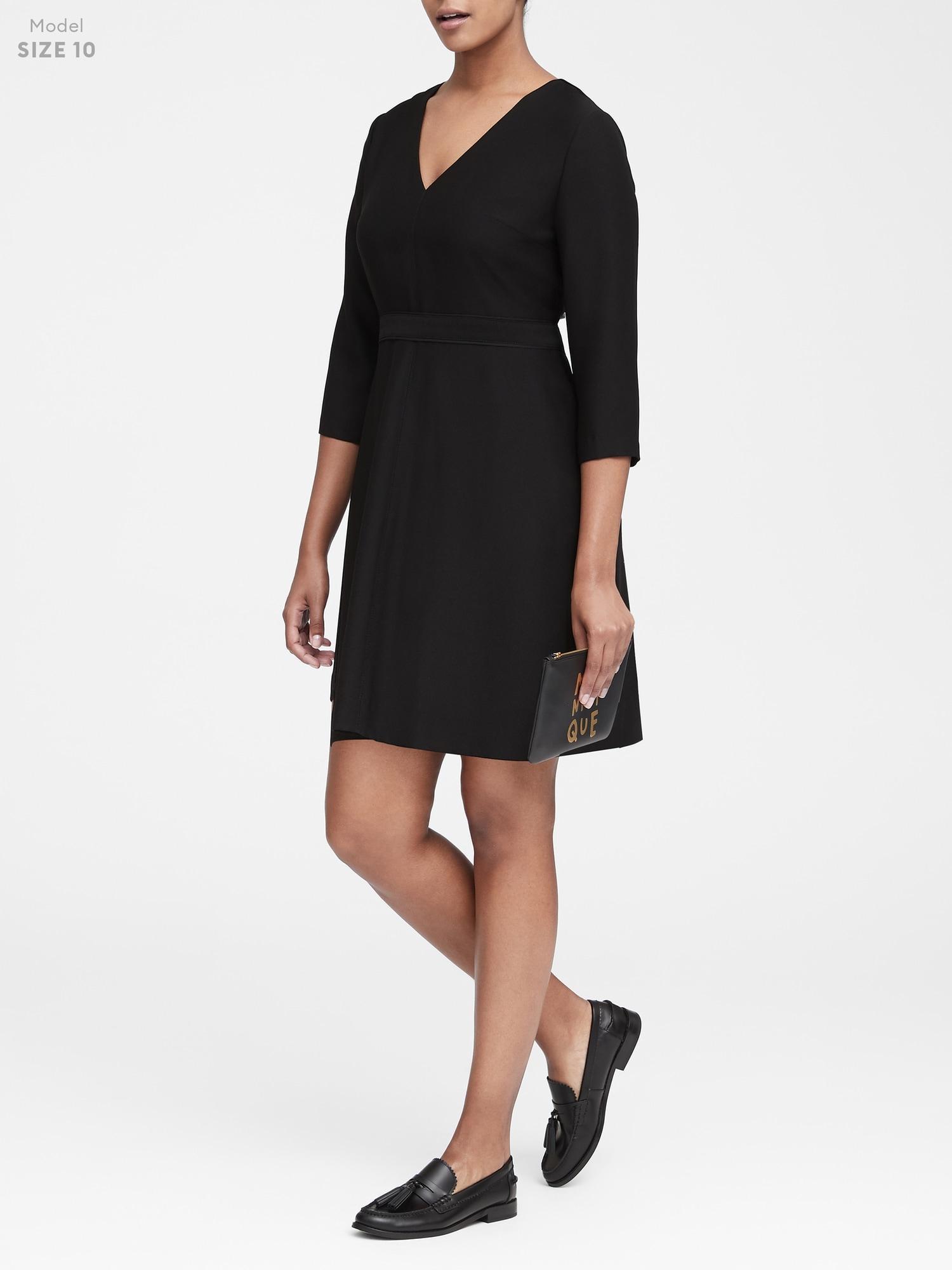 Banana Republic Women/'s Black Solid V-Neck Fit /& Flare Dress Size 10 Tall