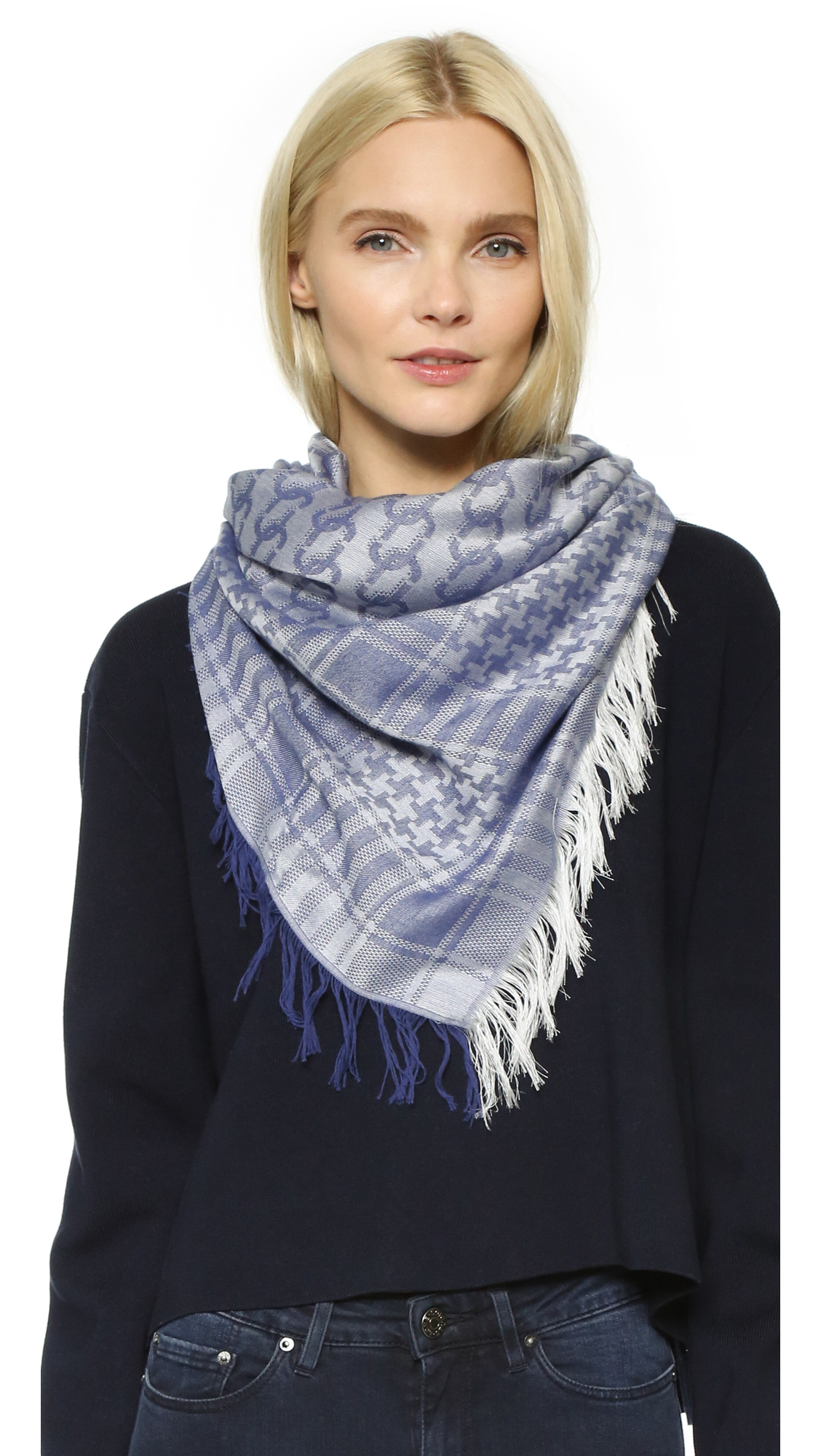 how to wear a kafia scarf