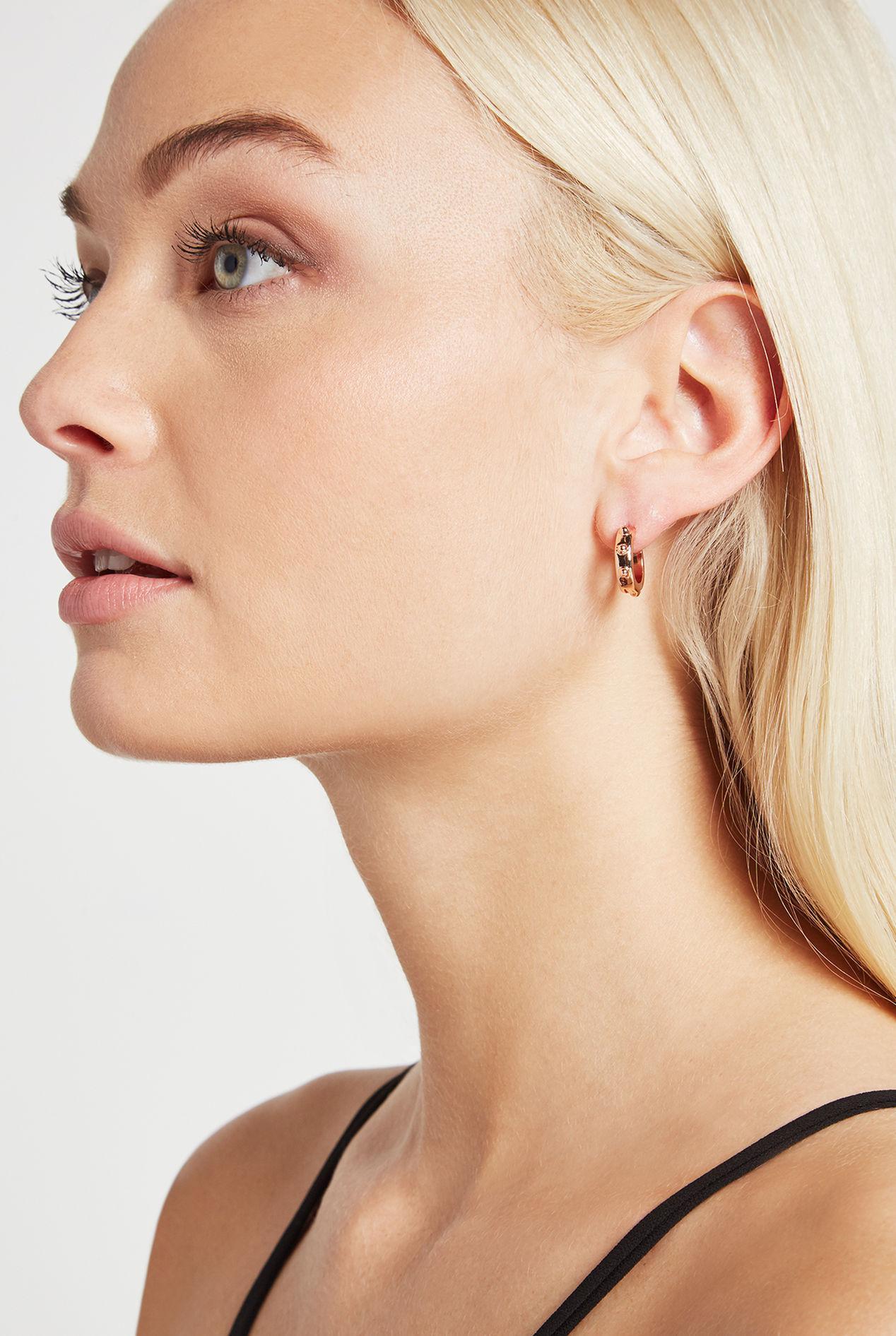 BCBGeneration Small Stud Huggie Earring Fhriga