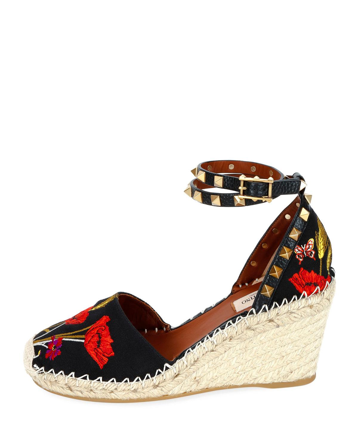 0f6aca178c97 Lyst - Valentino Rockstud Poppy Embroidered Wedge Espadrilles in Black