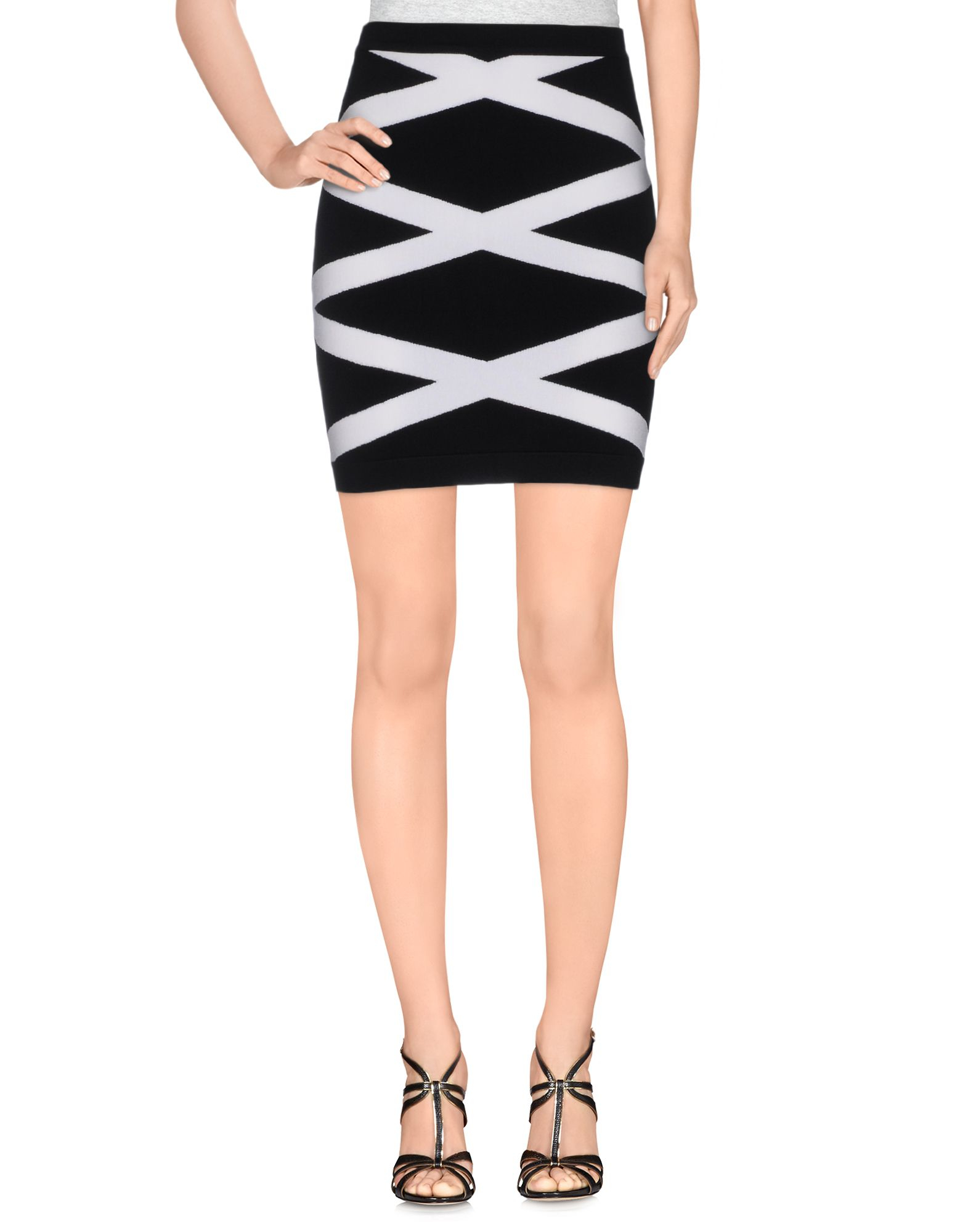 Women's Balmain Skirts There seems to be very little that Balmain can't conquer in the fashion world, from gorgeous clutches through to statement jumpsuits and iconic leather shorts. The brand leads the fashion world from the front and, as a result, is one of the best loved of all the global labels.