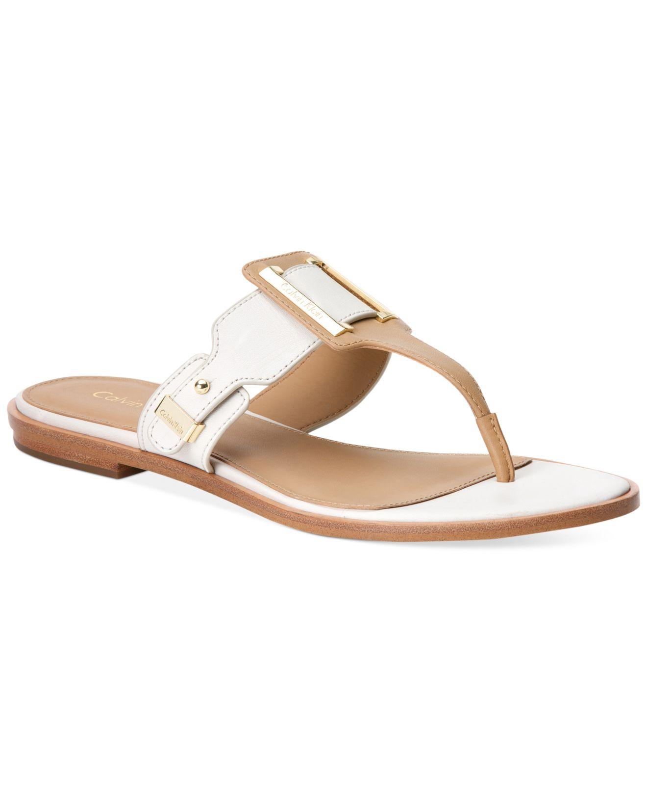 Ula Buckle Thong Sandals in Metallic - Lyst