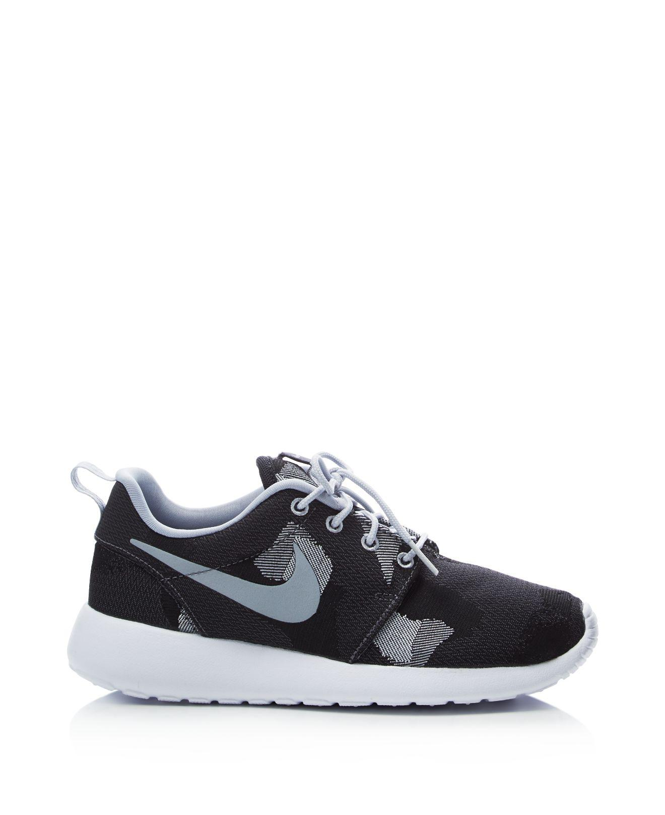 new style 96034 33a6f Gallery. Previously sold at  Bloomingdale s · Men s Nike Roshe ...