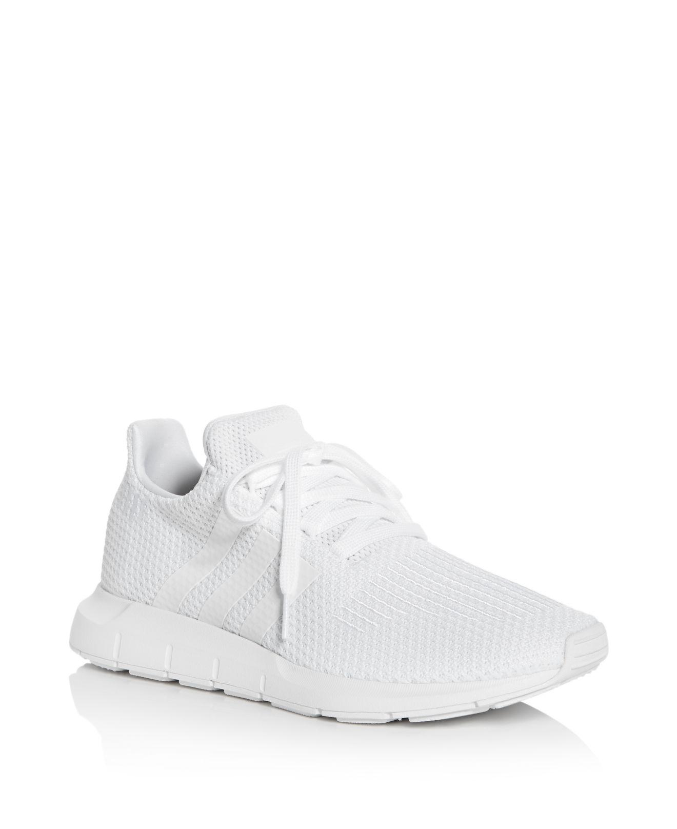 Adidas Donne A Swift Run Allacciarsi Le Scarpe Da Ginnastica In Bianco Lyst