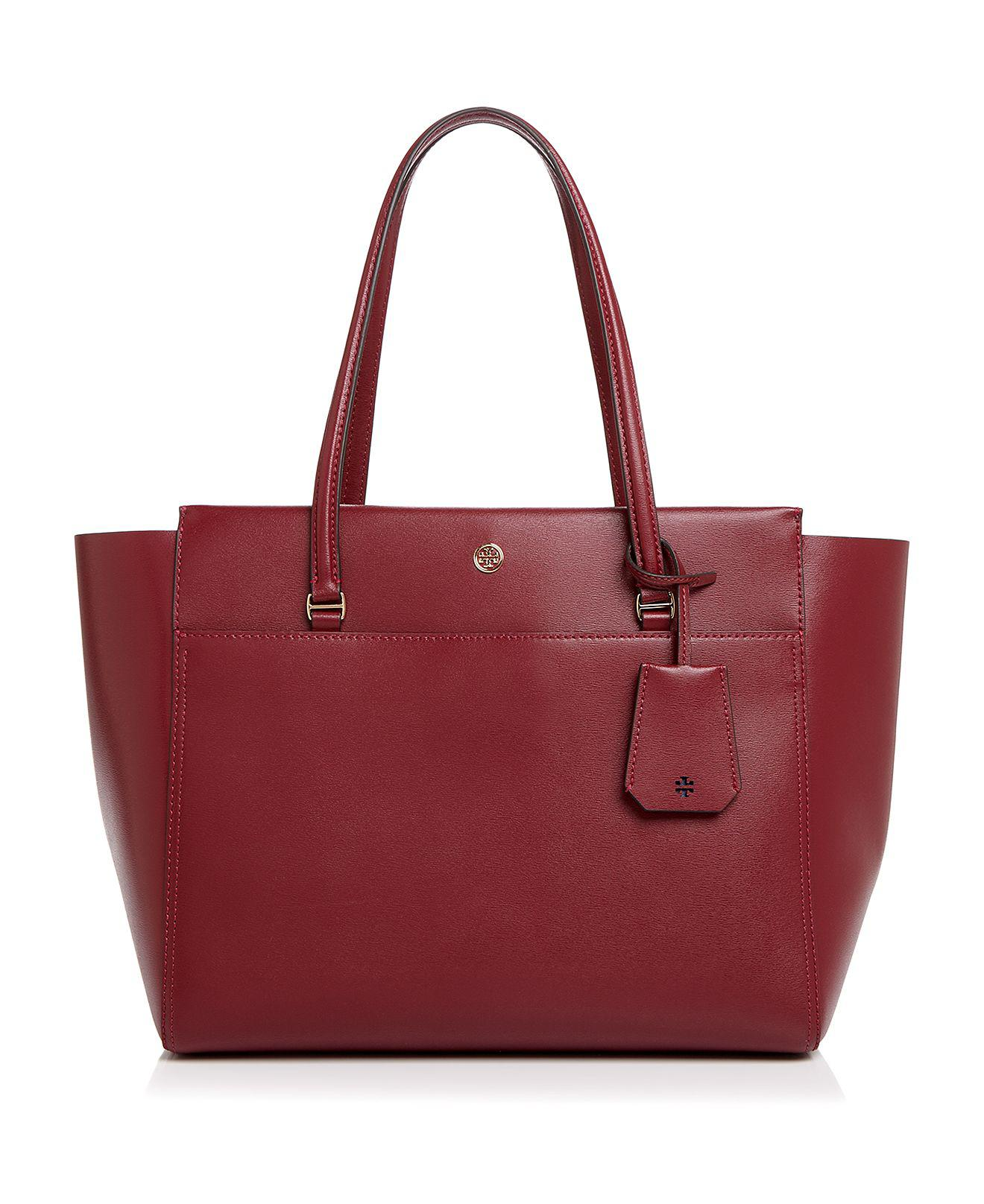 Michael Kors bags are all about simple, ladylike luxury. Working in materials from signature totes to jet set crossbody bags, Kors puts a creative twist on classic bag styles to create timeless staples.