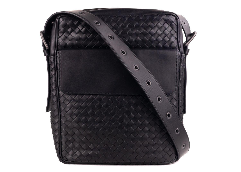 f8a964faeba6 Bottega Veneta Black Calf Leather Intrecciato Messenger Bag in Black ...