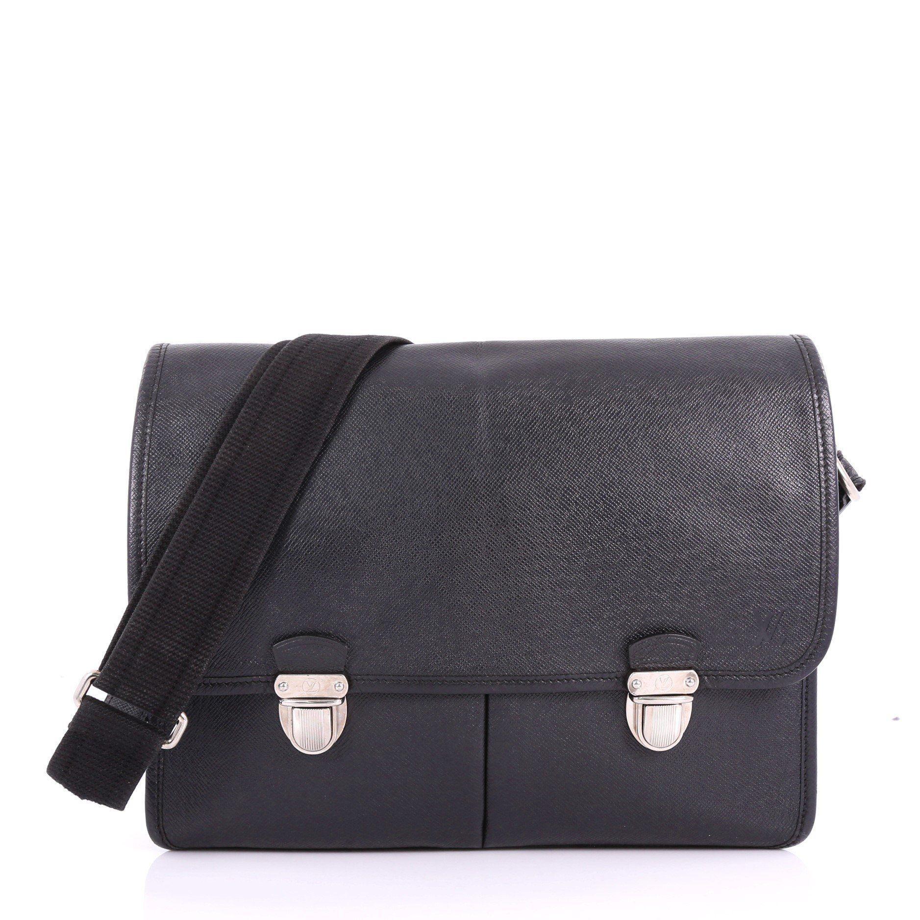 Louis Vuitton. Women s Pre Owned Alexei Messenger Bag Taiga Leather daf6ac5e3cfb1