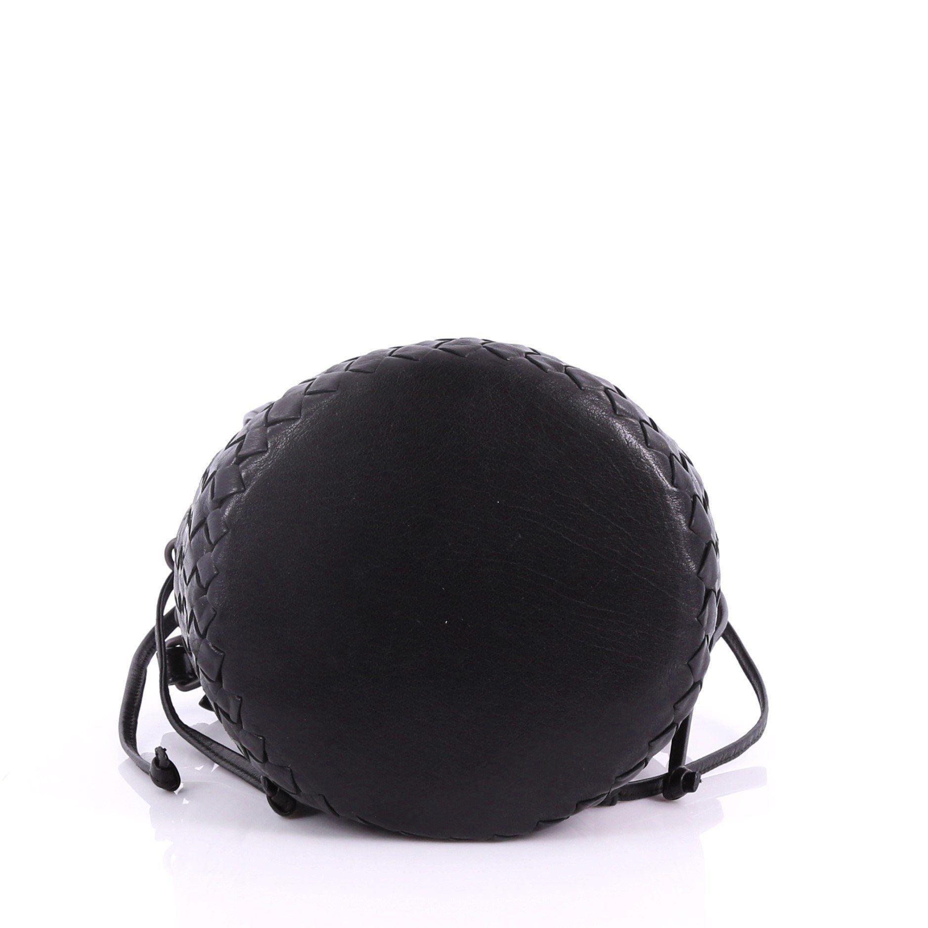6e94a3cf1601 Bottega Veneta - Black Pre Owned Drawstring Bucket Bag Leather And Intrecciato  Nappa Small - Lyst. View fullscreen