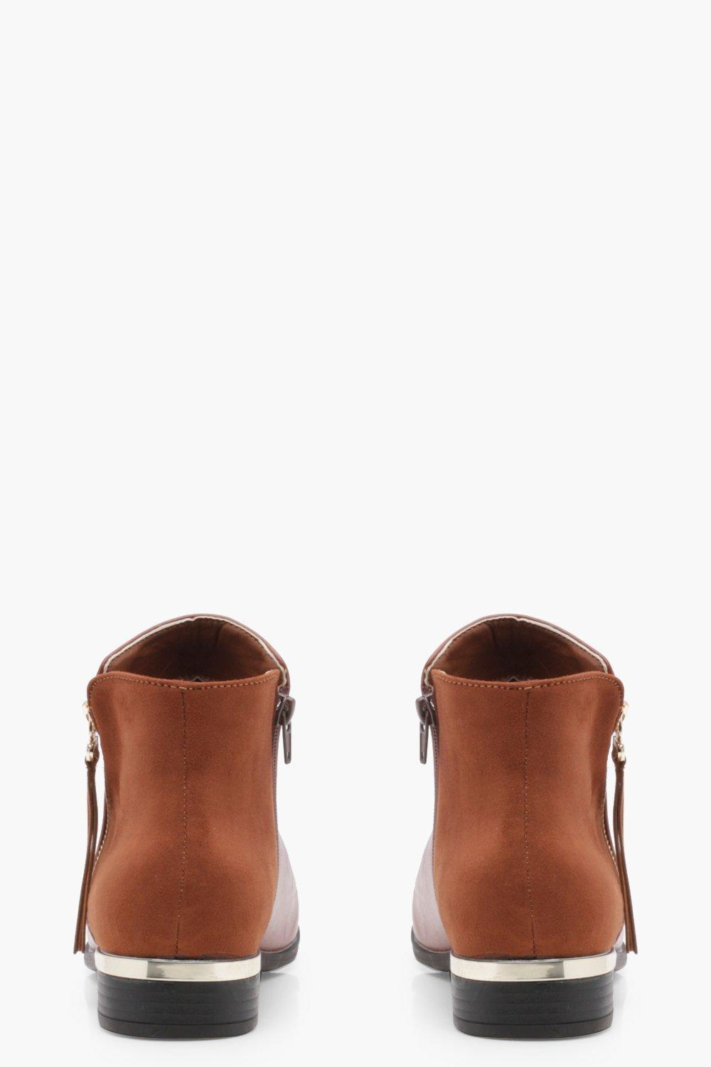 Boohoo Leather Lily Mix Material Zip Trim Chelsea Boot in Tan (Brown)