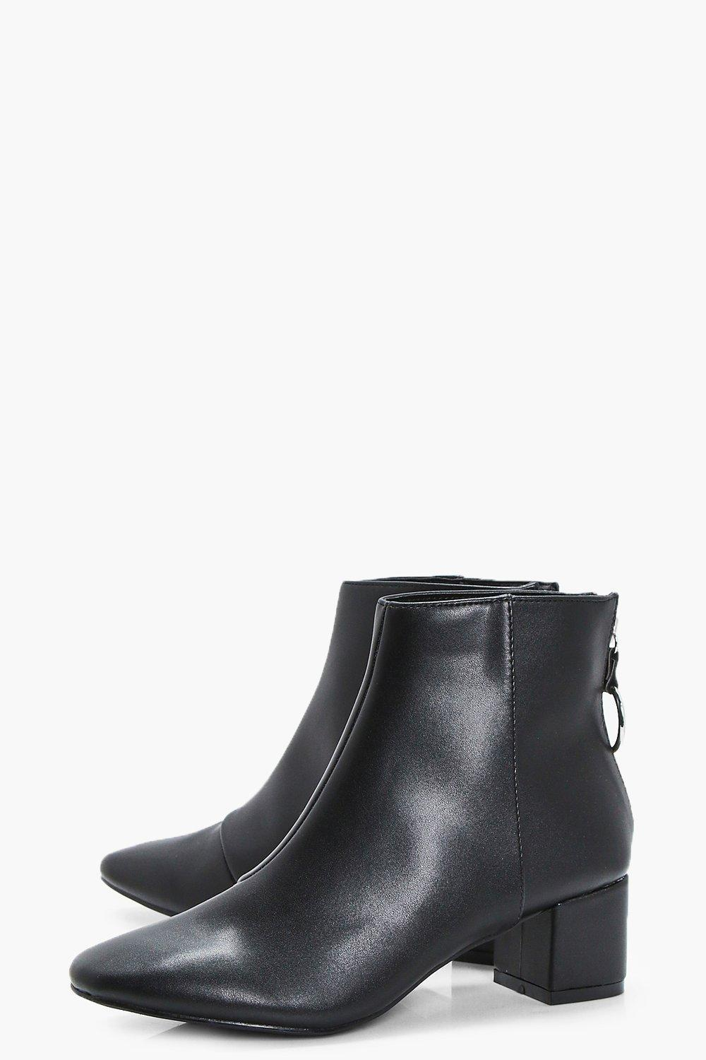 Boohoo O Ring Chelsea Ankle Boots in Black