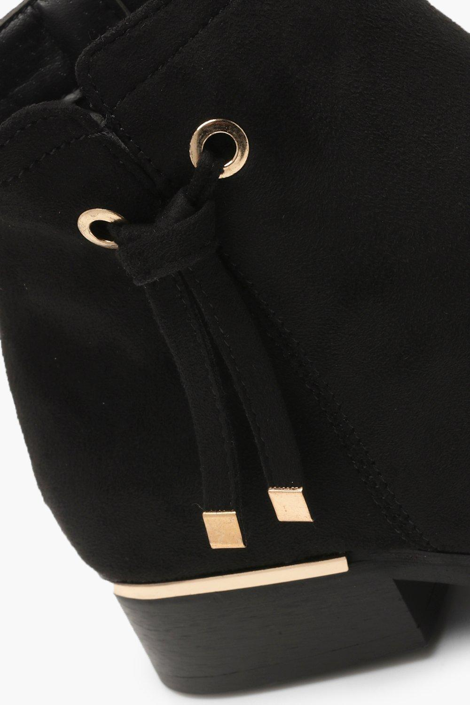 Boohoo Emilia Metal Trim Chelsea Boot in Black