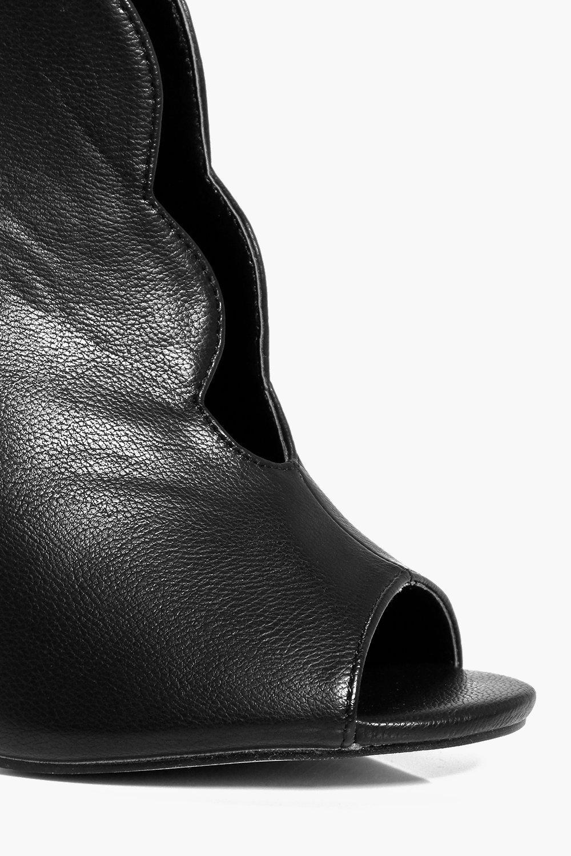 Boohoo Ava Scallop Edge Shoe Boot in Black