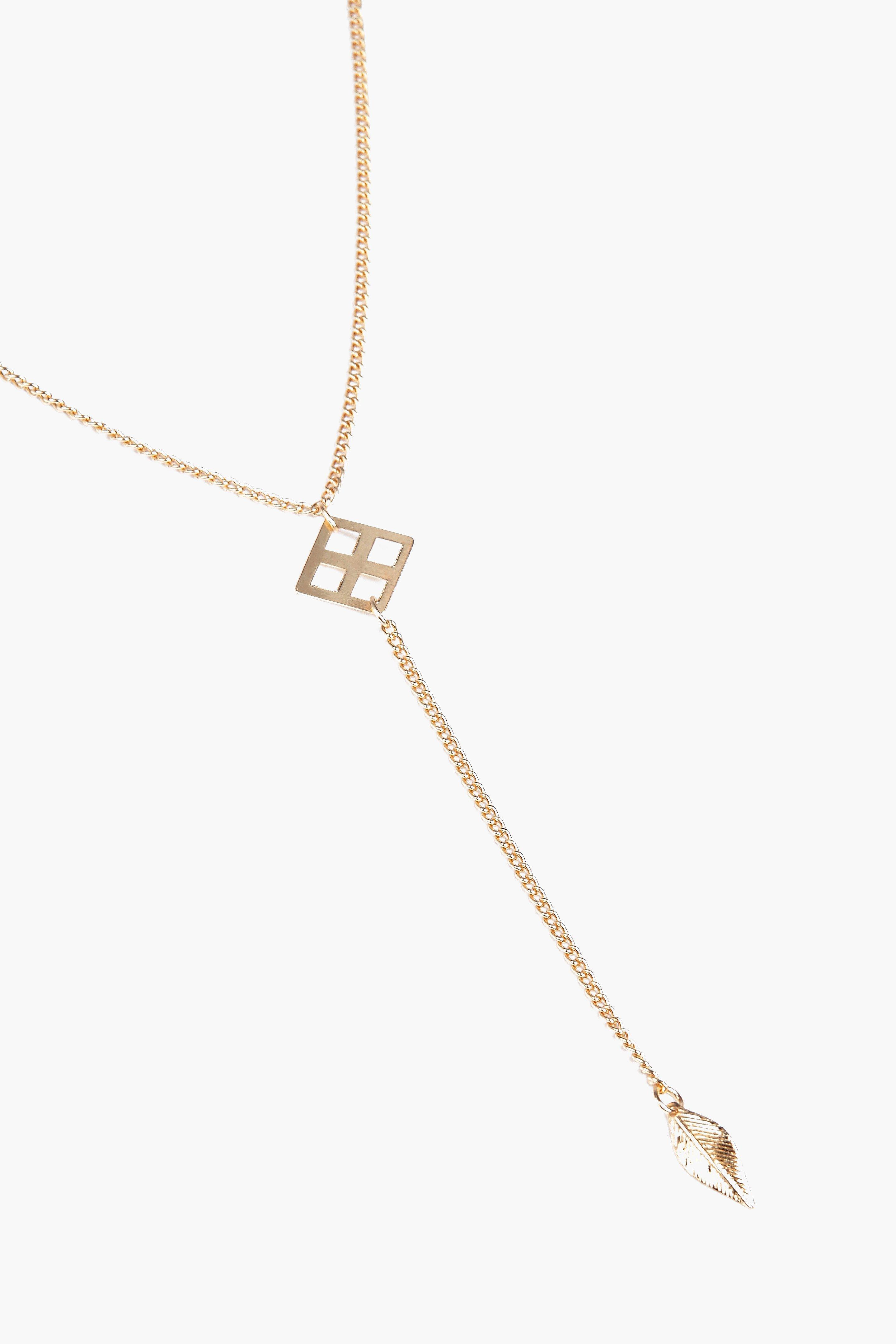 Boohoo Hannah Leaf Detail Plunge Necklace in Gold (Metallic)