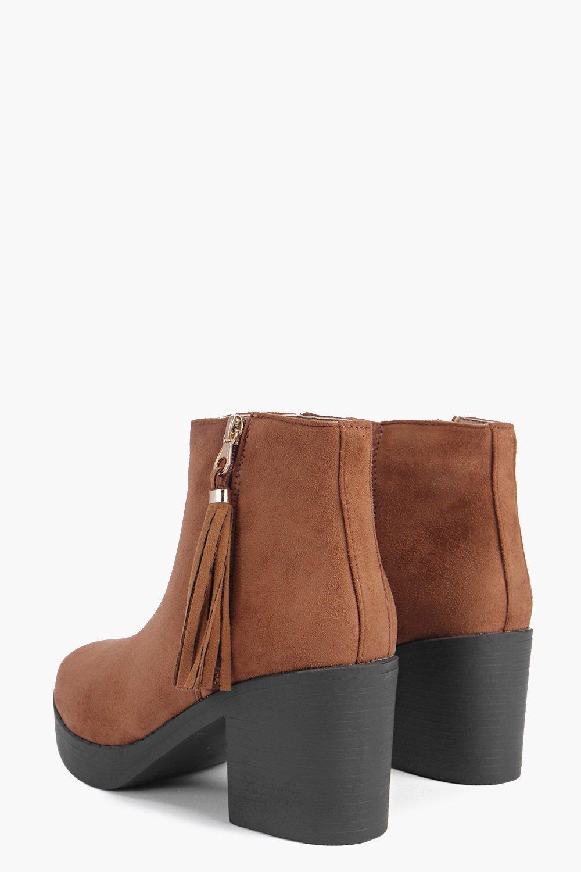 Boohoo Synthetic Eleanor Tassel Trim Chelsea Boot in Tan (Brown)