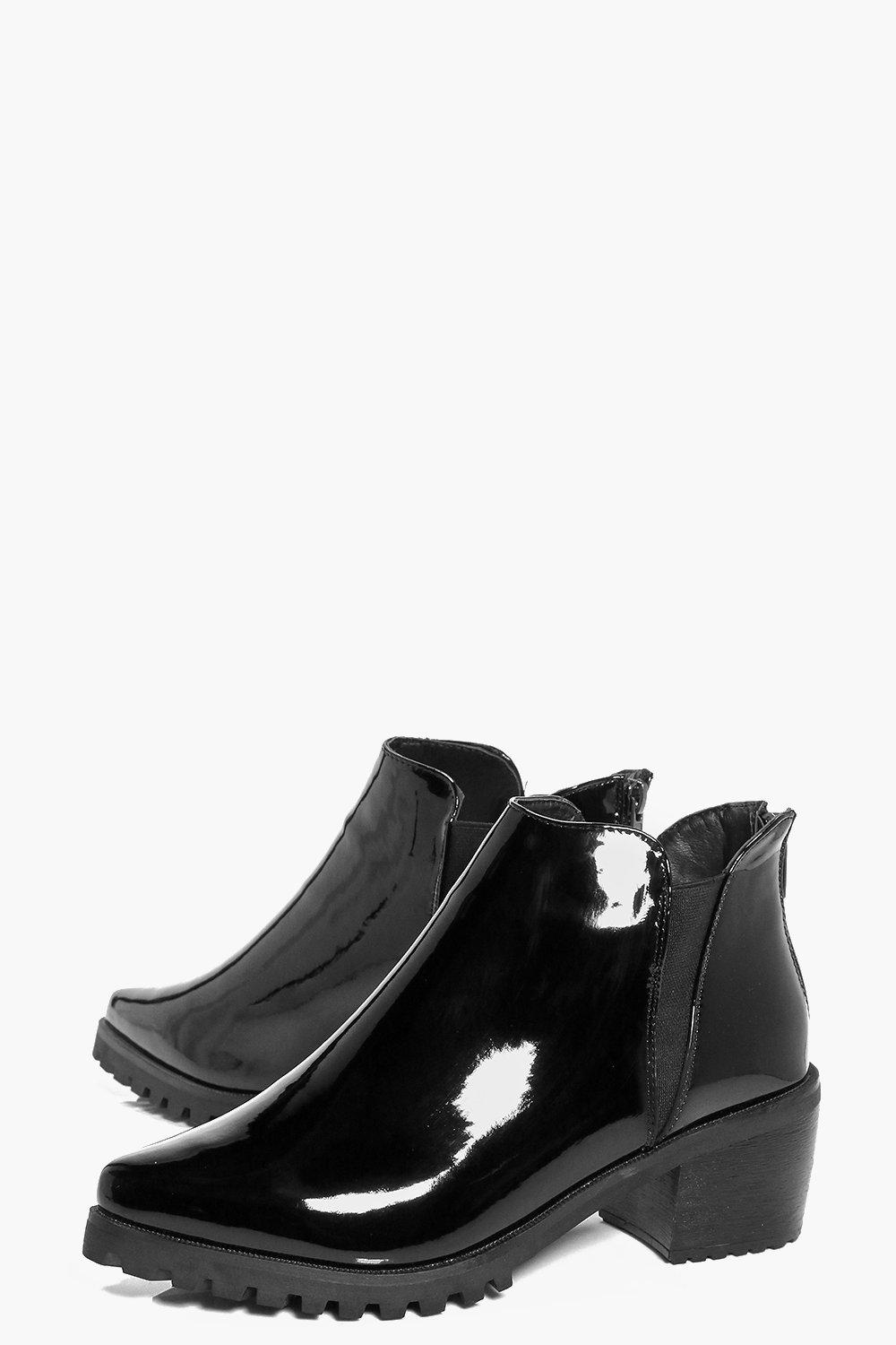 Boohoo Synthetic Anna Patent Pointed Chelsea Boot in Black