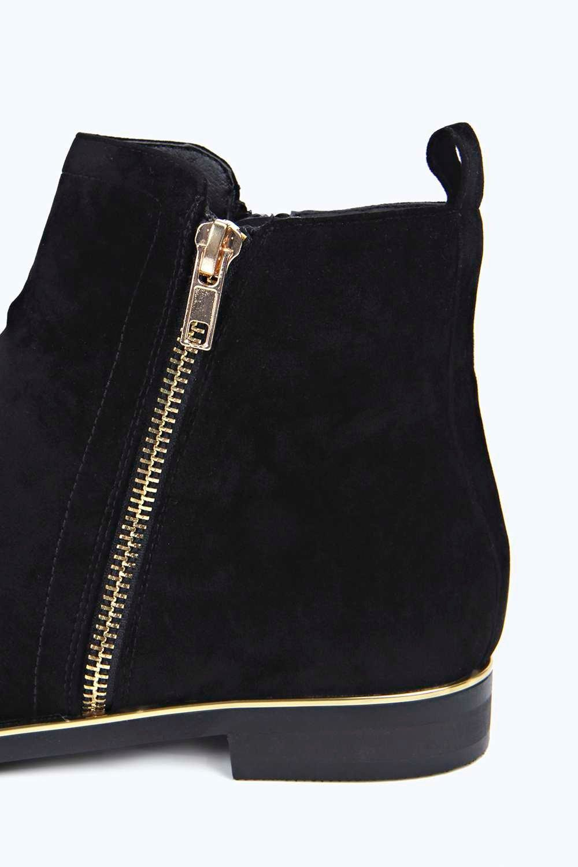 Boohoo Suede Katie Side Zip Chelsea Boots in Black