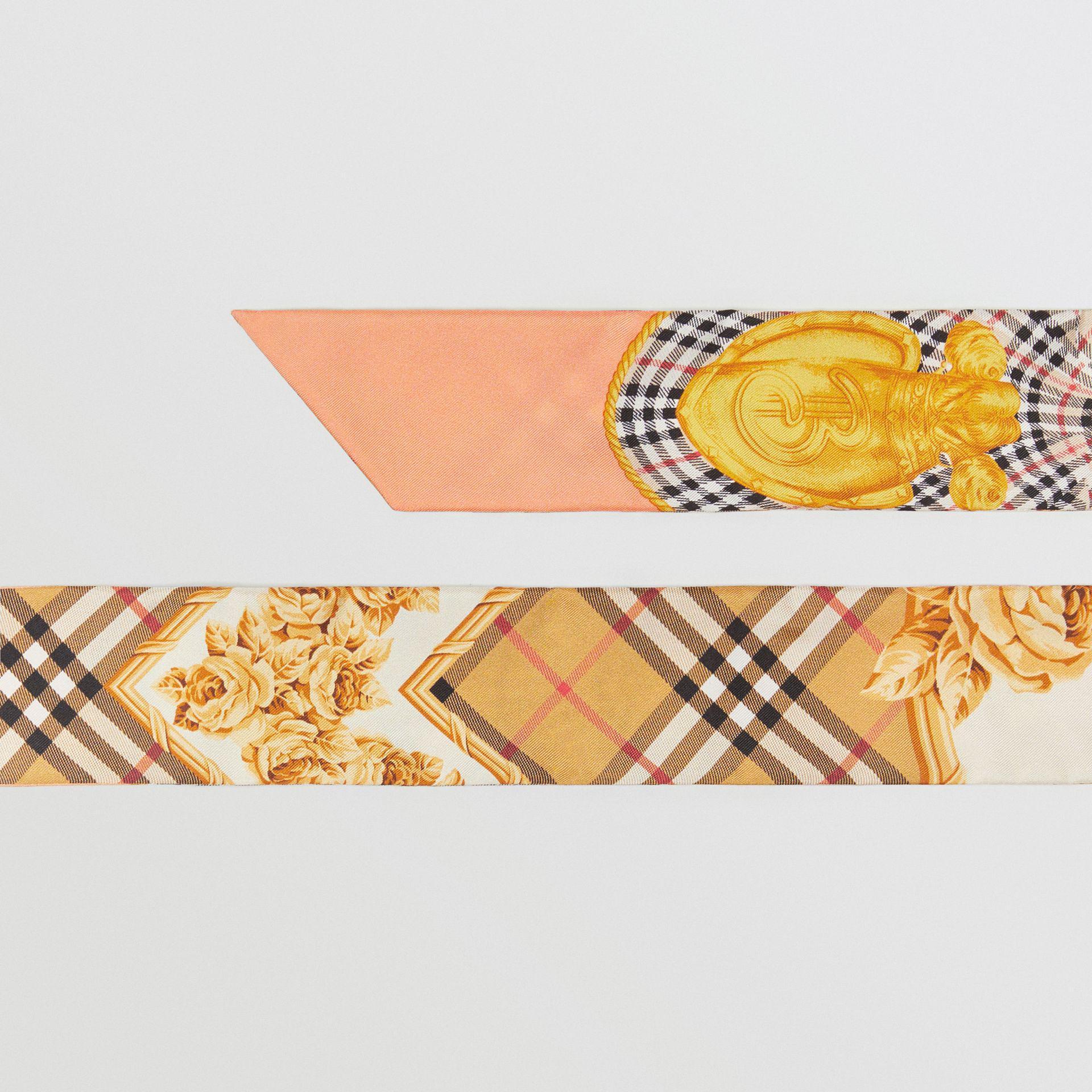 eb1385e4cd1b Lyst - Écharpe ultrafine en soie à imprimé écharpes d archive ...