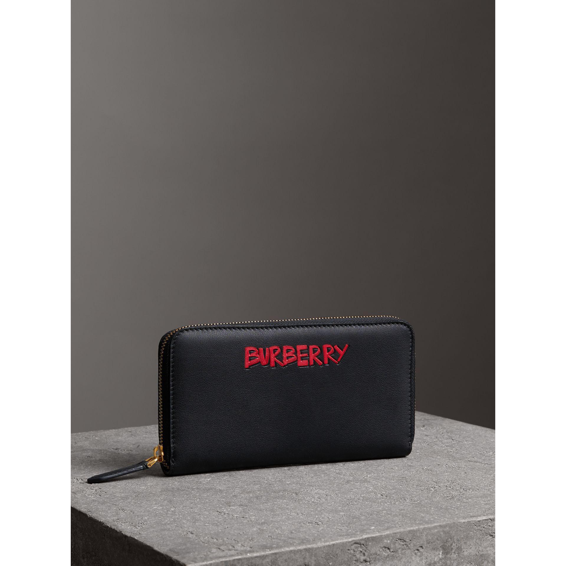 Burberry Portefeuille zippé à imprimé graffiti BvKdyWdL5