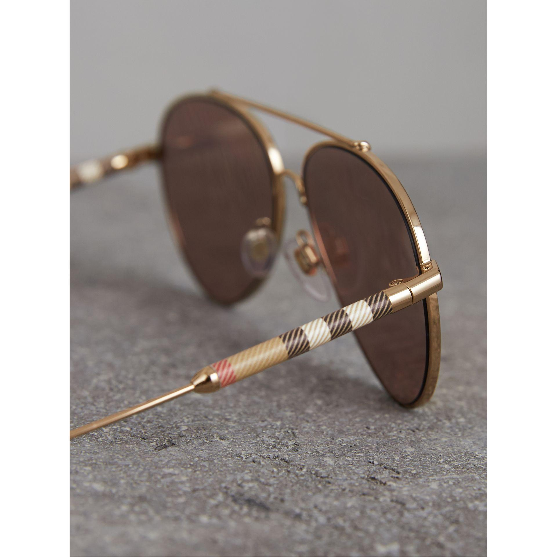 2110f1069e1173 Lyst - Lunettes de soleil aviateur miroir avec motif check Burberry