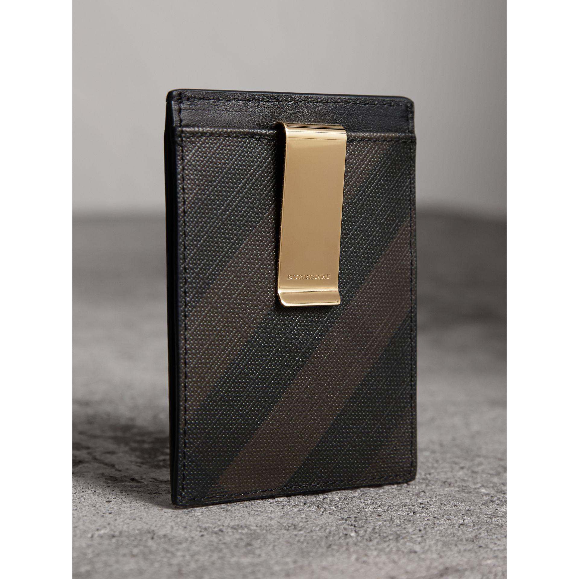 free shipping fde84 d0a70 Burberry Brown London Check Money Clip Card Case Chocolate/black for men