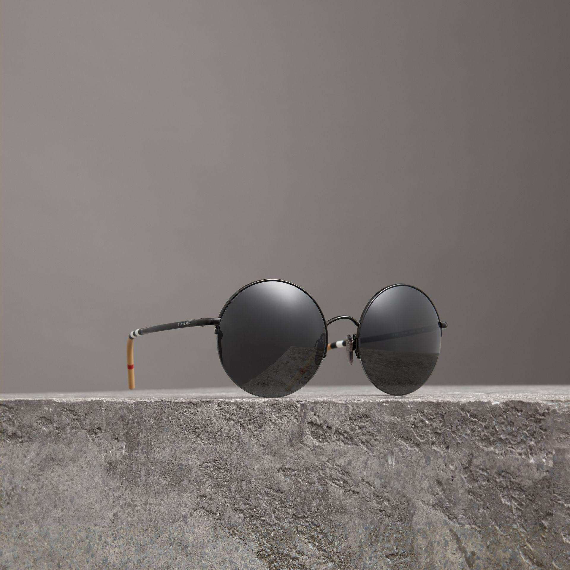 3fe8115b01e0 Burberry Check Detail Round Frame Sunglasses in Black - Lyst