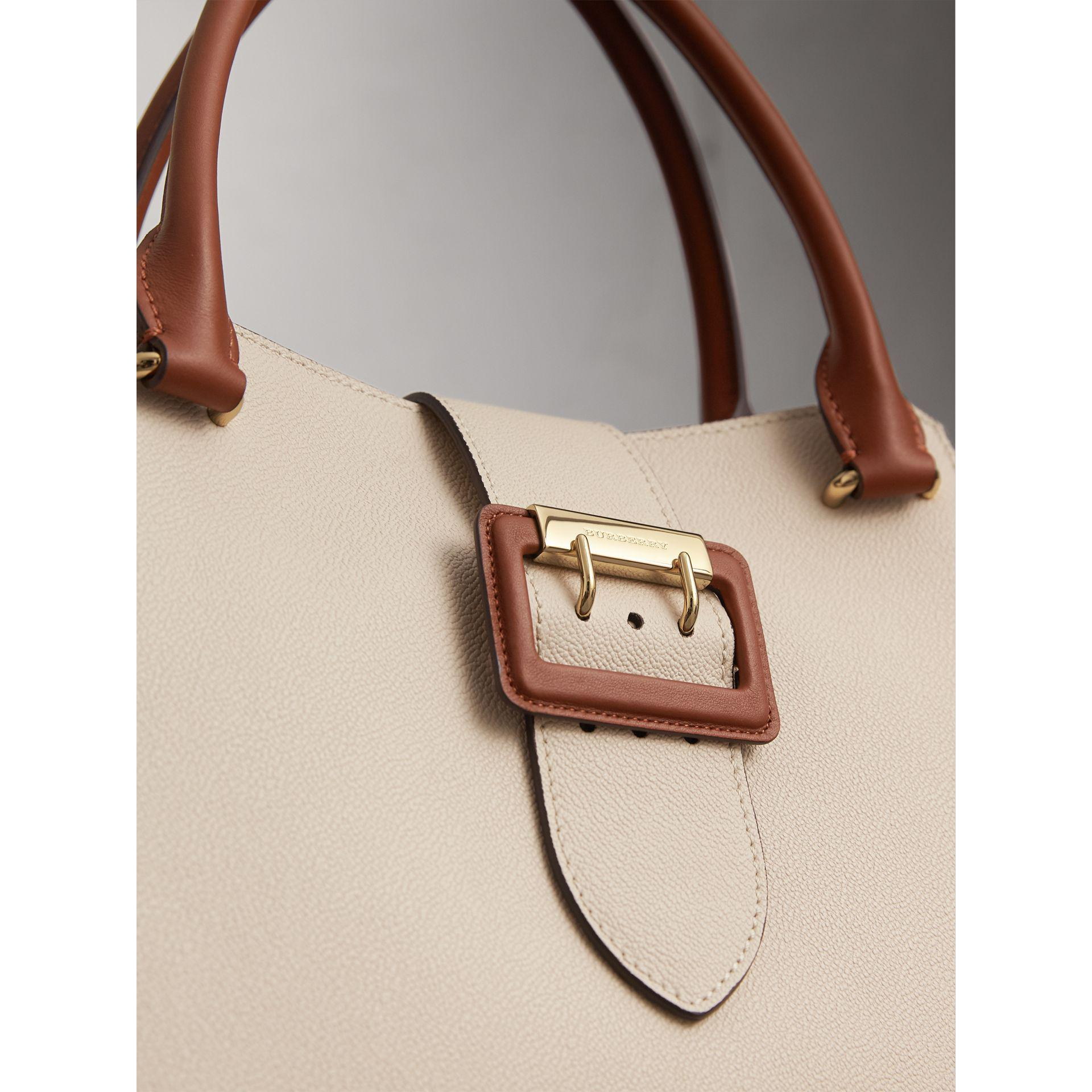 7573d54a57de Lyst - Burberry The Medium Buckle Tote In Grainy Leather