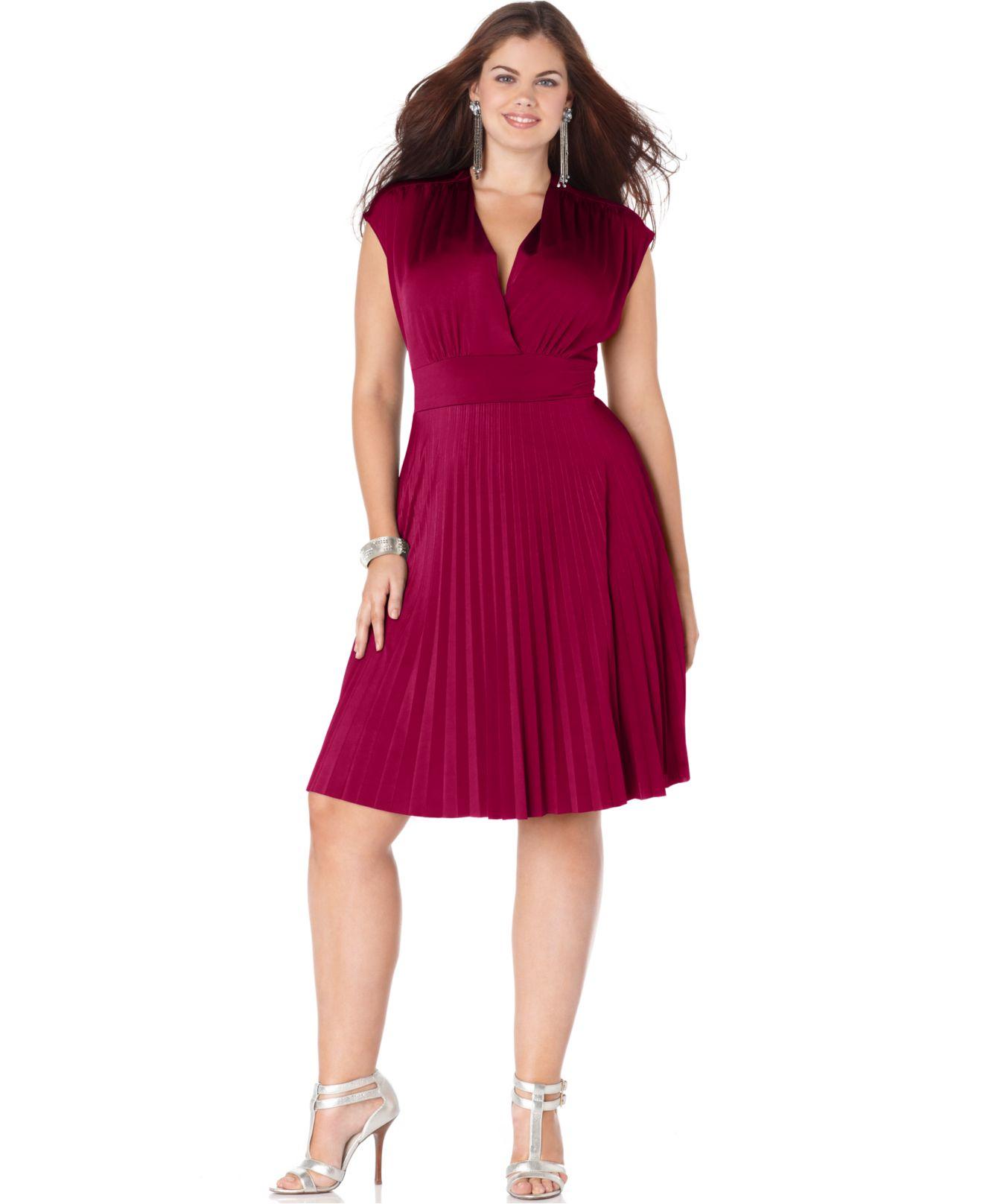 Soprano Plus Size Cap Sleeve Pleated Empire Dress In