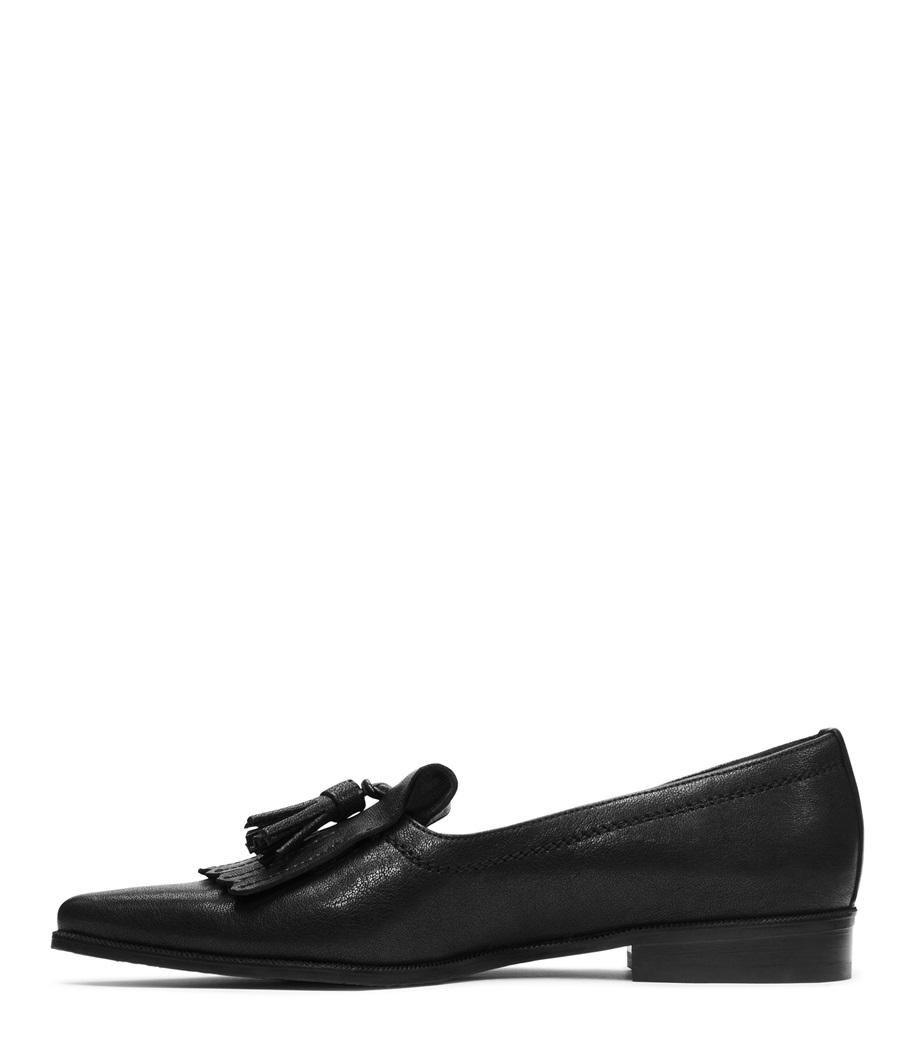 Lyst Stuart Weitzman The Avatass Flat In Black Clarette Sneakers Clarissa Gallery