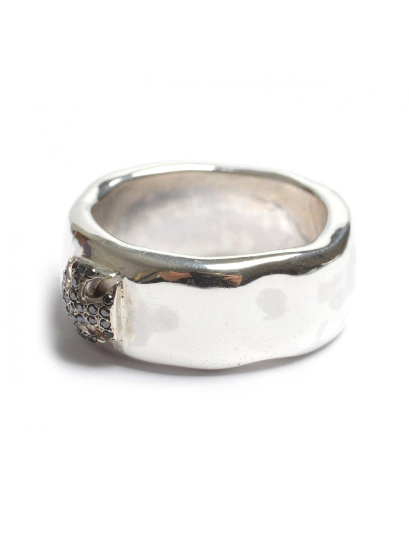 rosa laetitia black cross ring silver in