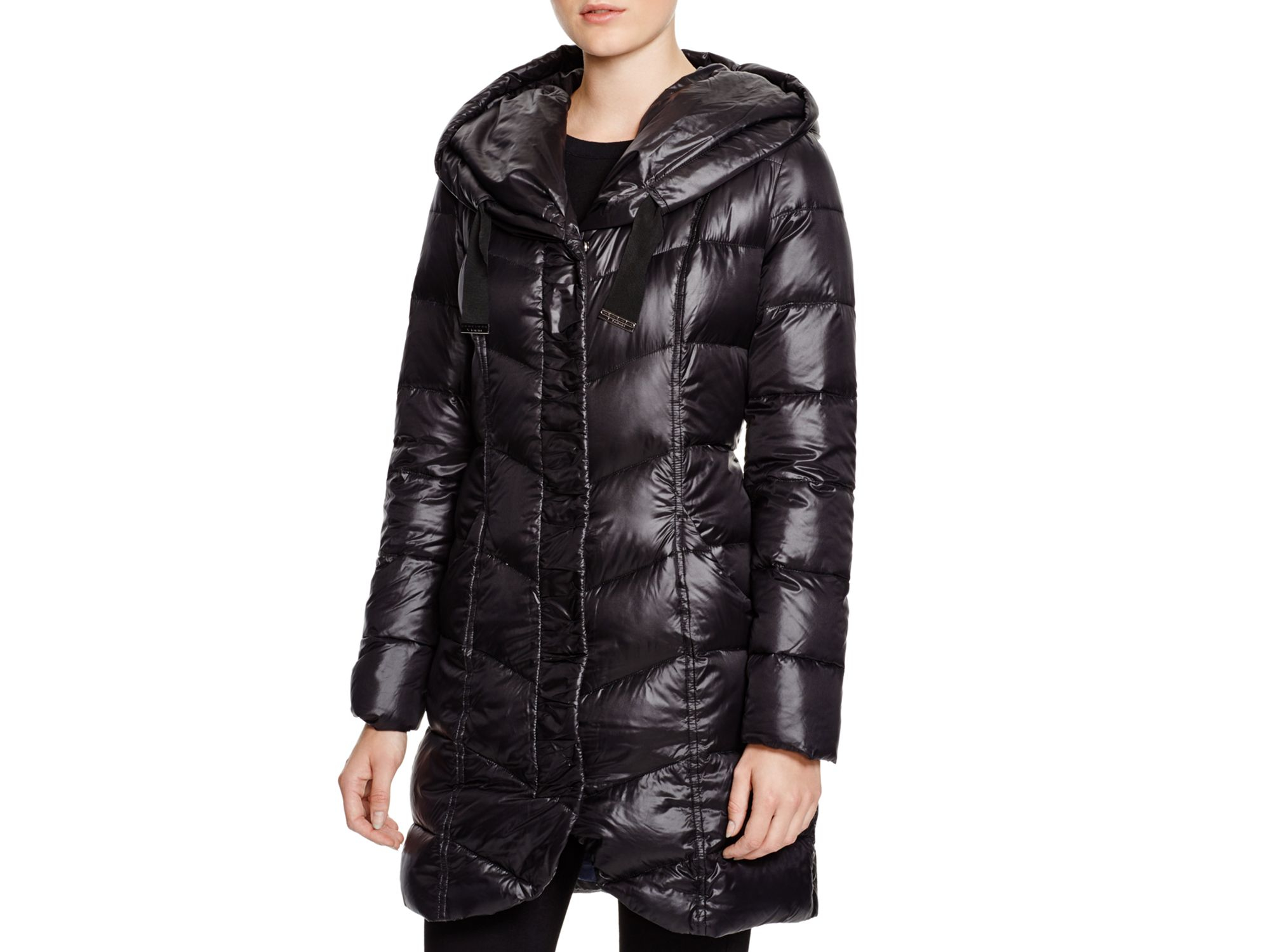 T tahari Giselle Quilted Down Coat in Black | Lyst