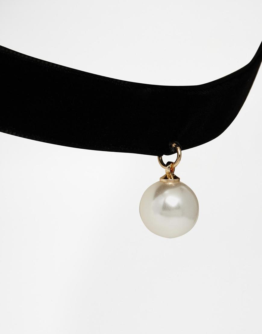 18166a9594f94 ASOS Black Velvet Faux Pearl Choker Necklace