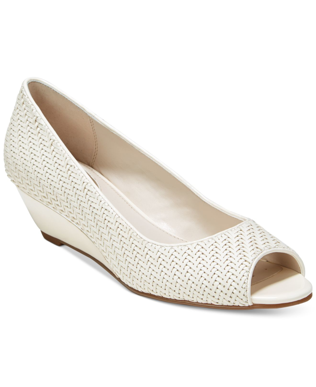 Shoes With Gap In Heel Sole
