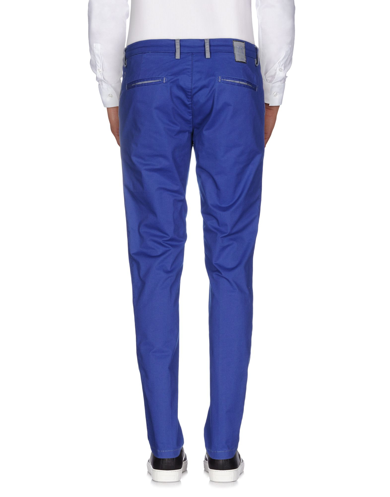 What to Wear with Blue Chinos PHOTO CREDIT: Pinterest Blue chinos are a versatile piece of clothing and if you're looking for an alternative to jeans, a way to brighten up a formal look or just something a little different to your standard legwear, then a pair of blue chinos are the way to go.