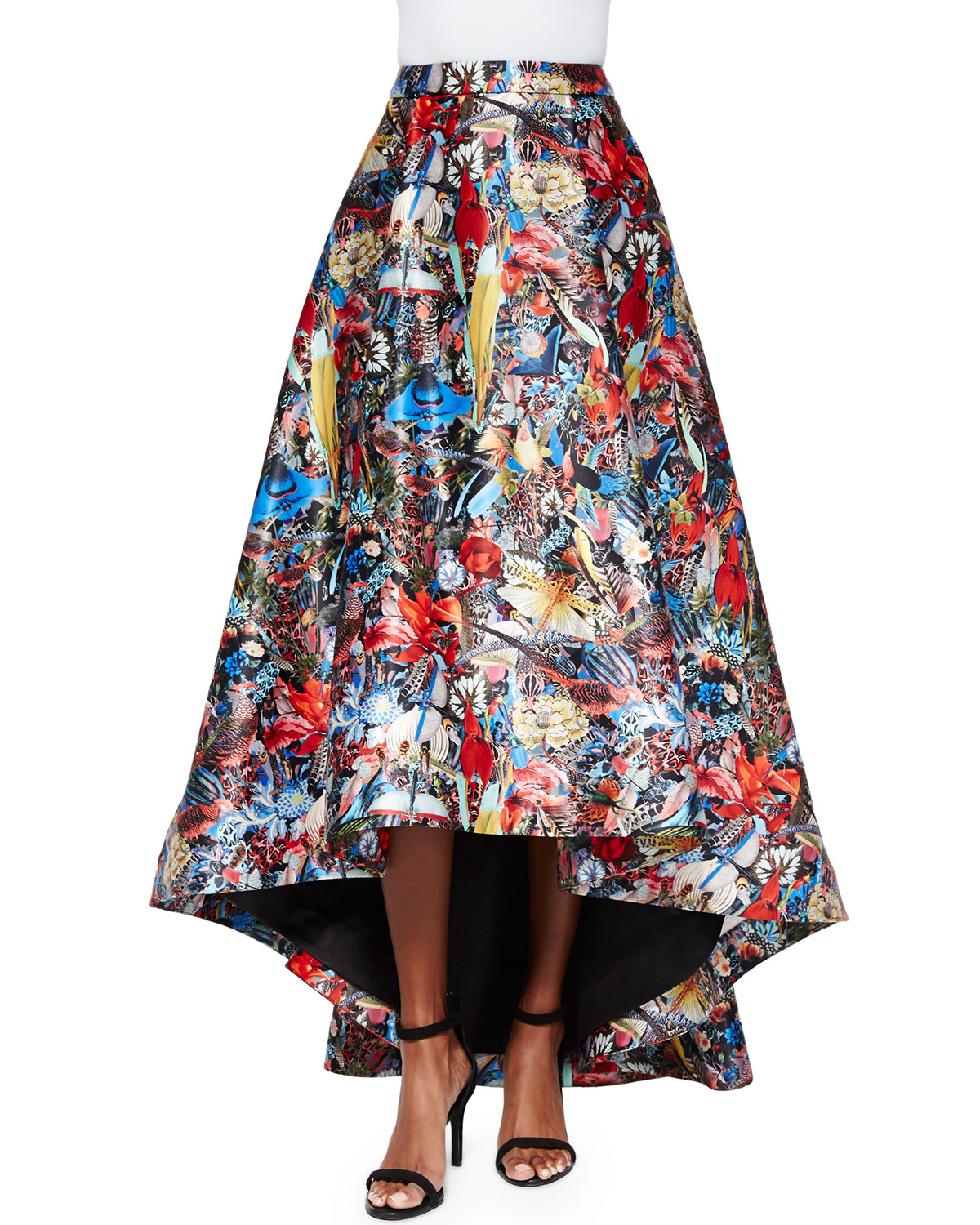 Long high-low skirts tend to be somewhat more dramatic, with the front of the hemline being at the knees or higher and the fabric cascading all the way to the floor in the back. This transition is much more gradual on shorter skirts.