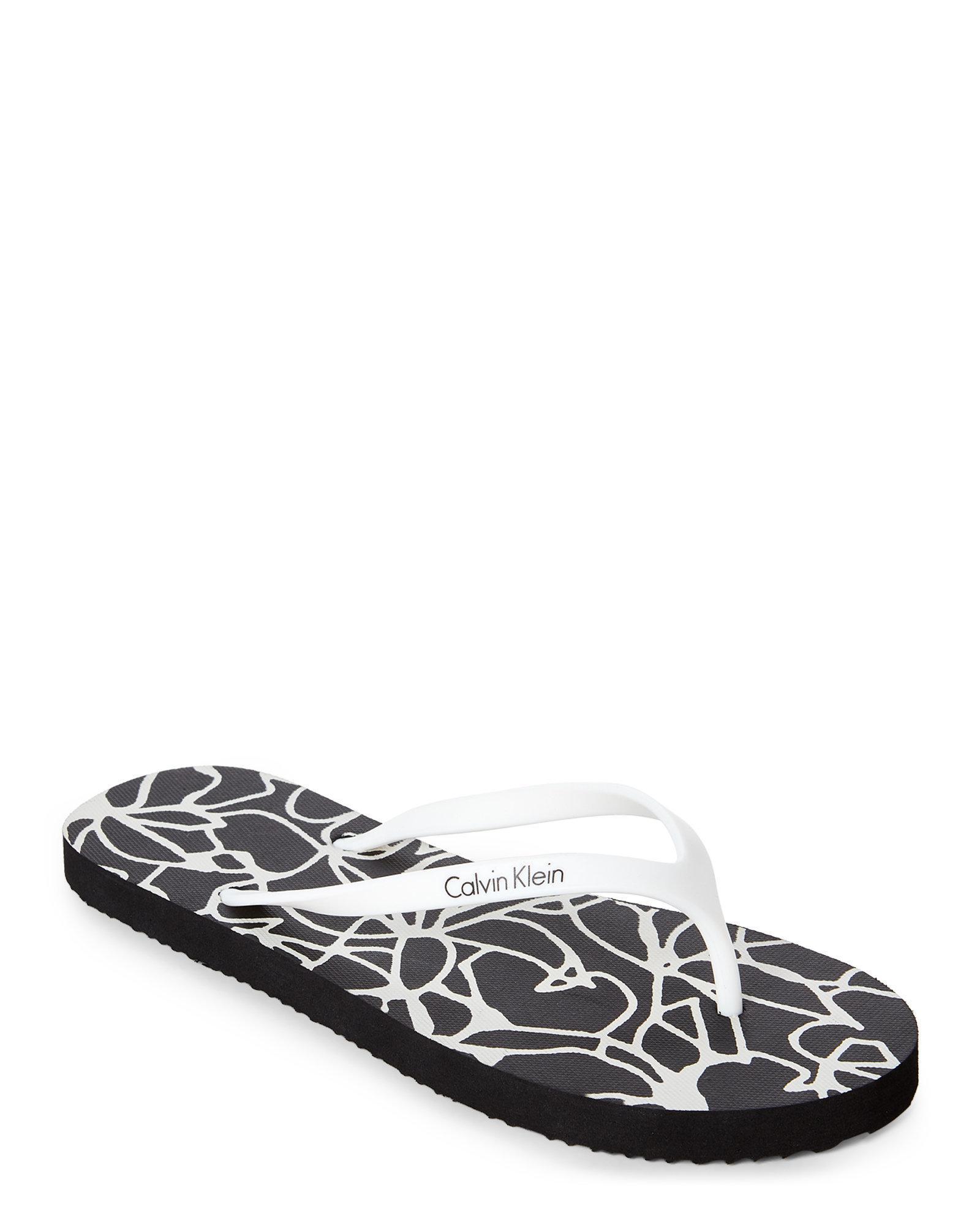e95dc8042 Lyst - CALVIN KLEIN 205W39NYC Black   White Sunflower Flip Flops in ...