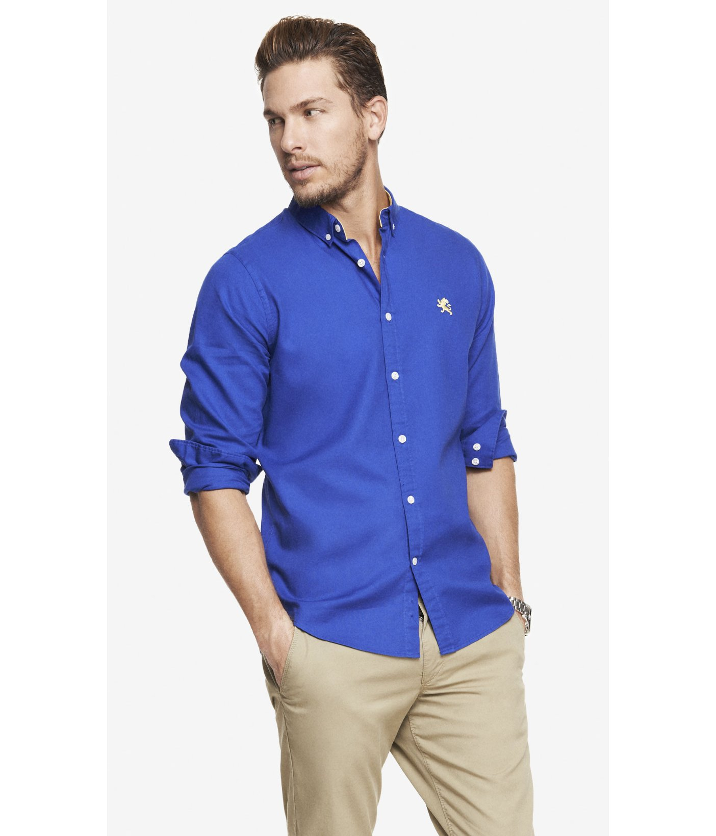 A light shirt made from a pure cotton pinpoint Oxford fabric and cut for a closer but unrestrictive fit. The yoke of the shirt features a middle seam down the middle of the collar, providing a unique look.